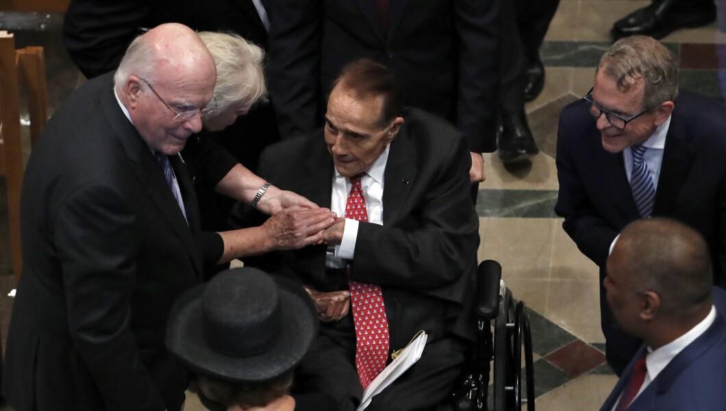 D-Vt。参议员帕特里克·莱希和他的妻子马塞尔将于周六在华盛顿华盛顿国家大教堂为参议员约翰·麦凯恩(R-Ariz。)举行追悼会,迎战前参议员鲍勃·多尔(Bob Dole)。 。