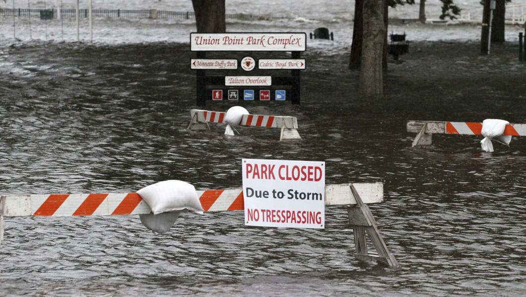 周四,联合角公园(Union Point Park)充斥着来自新泽西州新伯尔尼的纽斯河和特伦特河的上涨水。