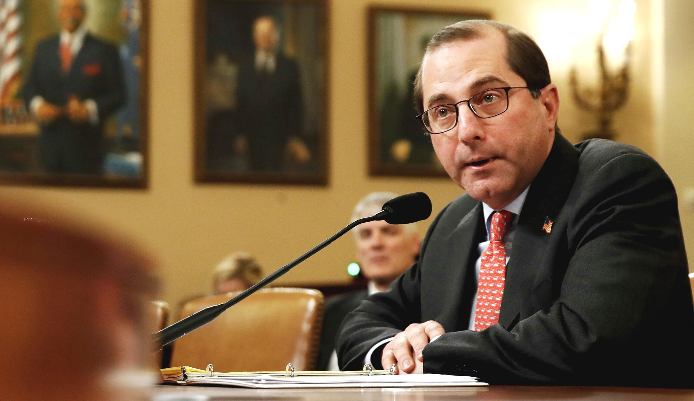 卫生与公共服务部部长亚历克斯阿扎尔在华盛顿国会山的众议院筹款委员会发言。