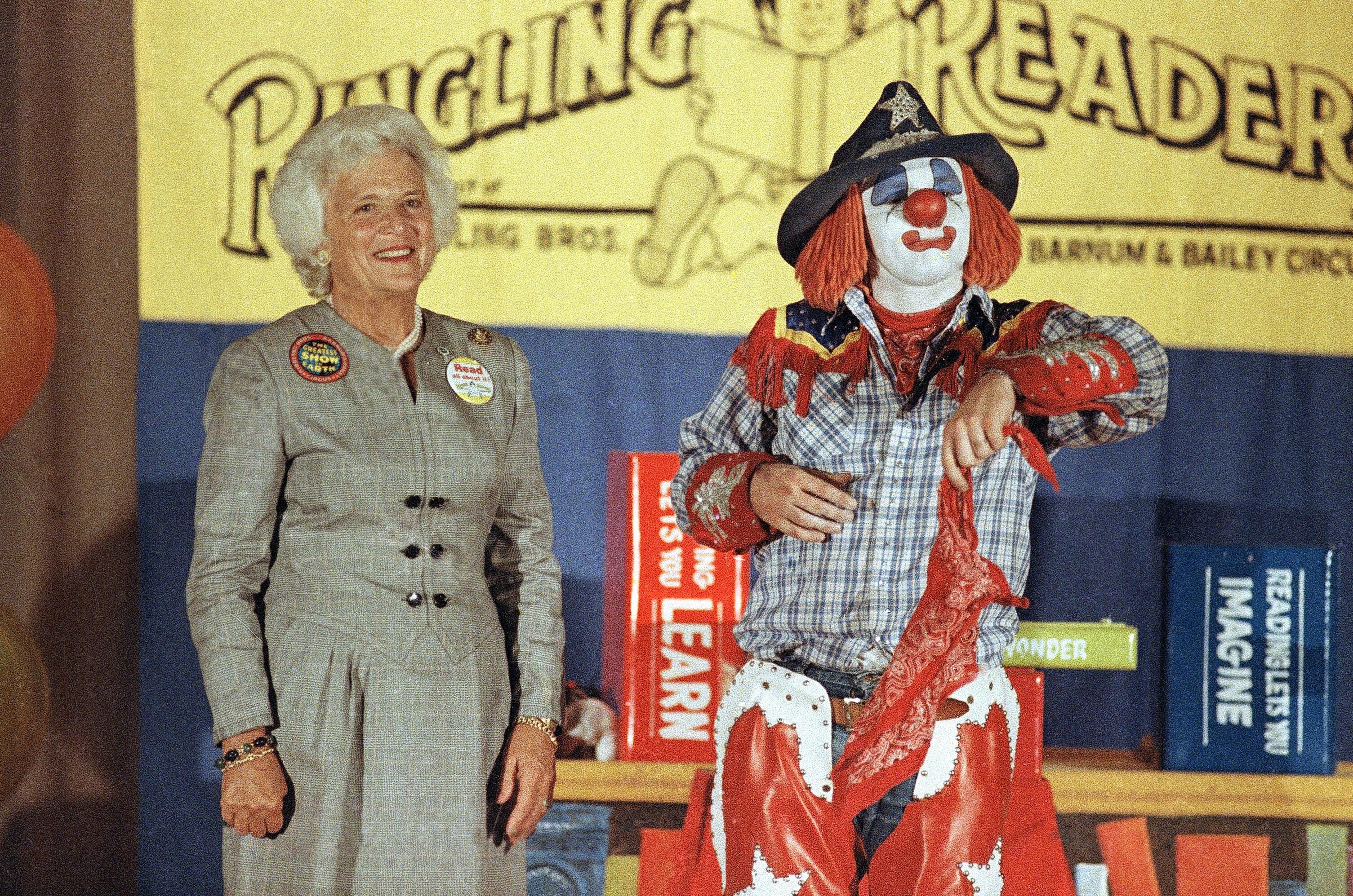芭芭拉布什和马戏团小丑1986年9月