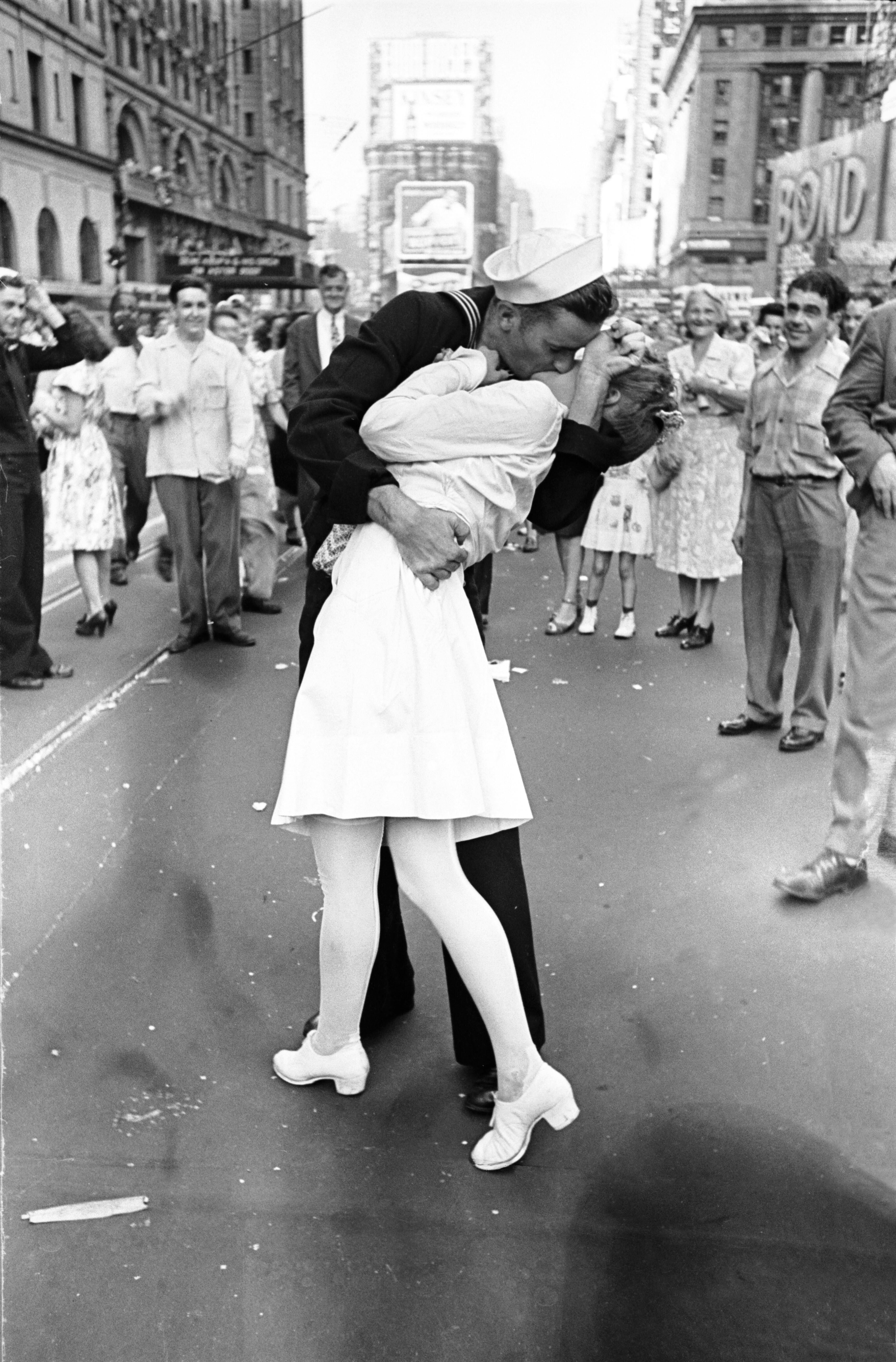 时代广场V-J日亲吻