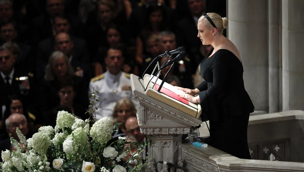 梅根·麦凯恩于2018年9月1日星期六在华盛顿华盛顿国家大教堂为她的父亲参议员约翰·麦凯恩(John McCain)在华盛顿国家大教堂举行追悼会。麦凯恩于8月25日去世,享年81岁。