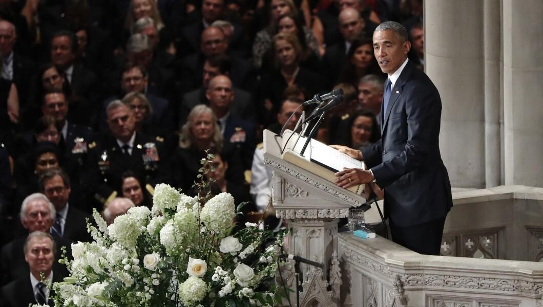 美国前总统巴拉克·奥巴马周六在华盛顿华盛顿国家大教堂为参议员约翰·麦凯恩(R-Ariz。)举行追悼会。