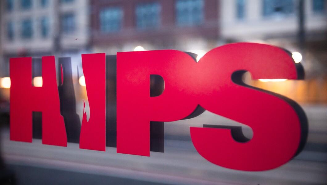 星期五在华盛顿特区可以看到HIPS办公室的标志。 HIPS为华盛顿特区的性工作者提供帮助和支持。