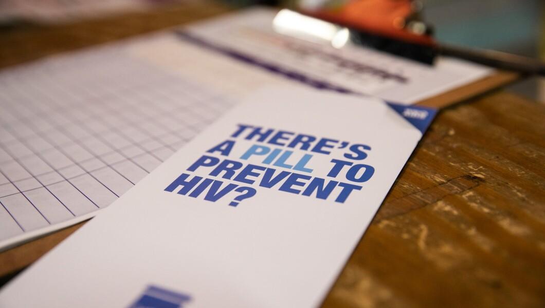 """一本小册子说""""有预防艾滋病毒的药丸?""""在D.C.的HIPS办公室中显示"""