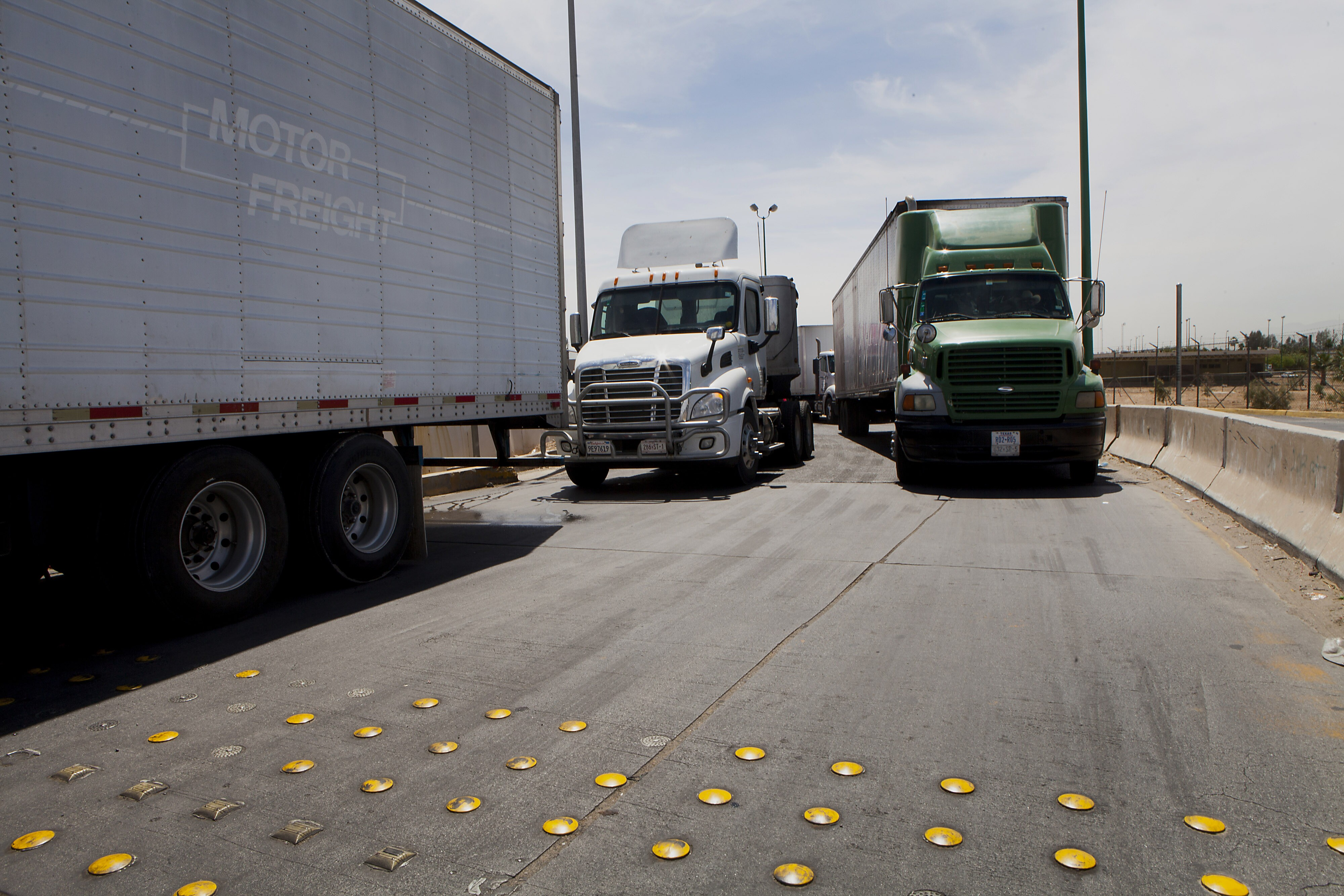 New Diesel Truck Filters Linked To Fires Explosions But Officials Freightliner Fuel Unbudged