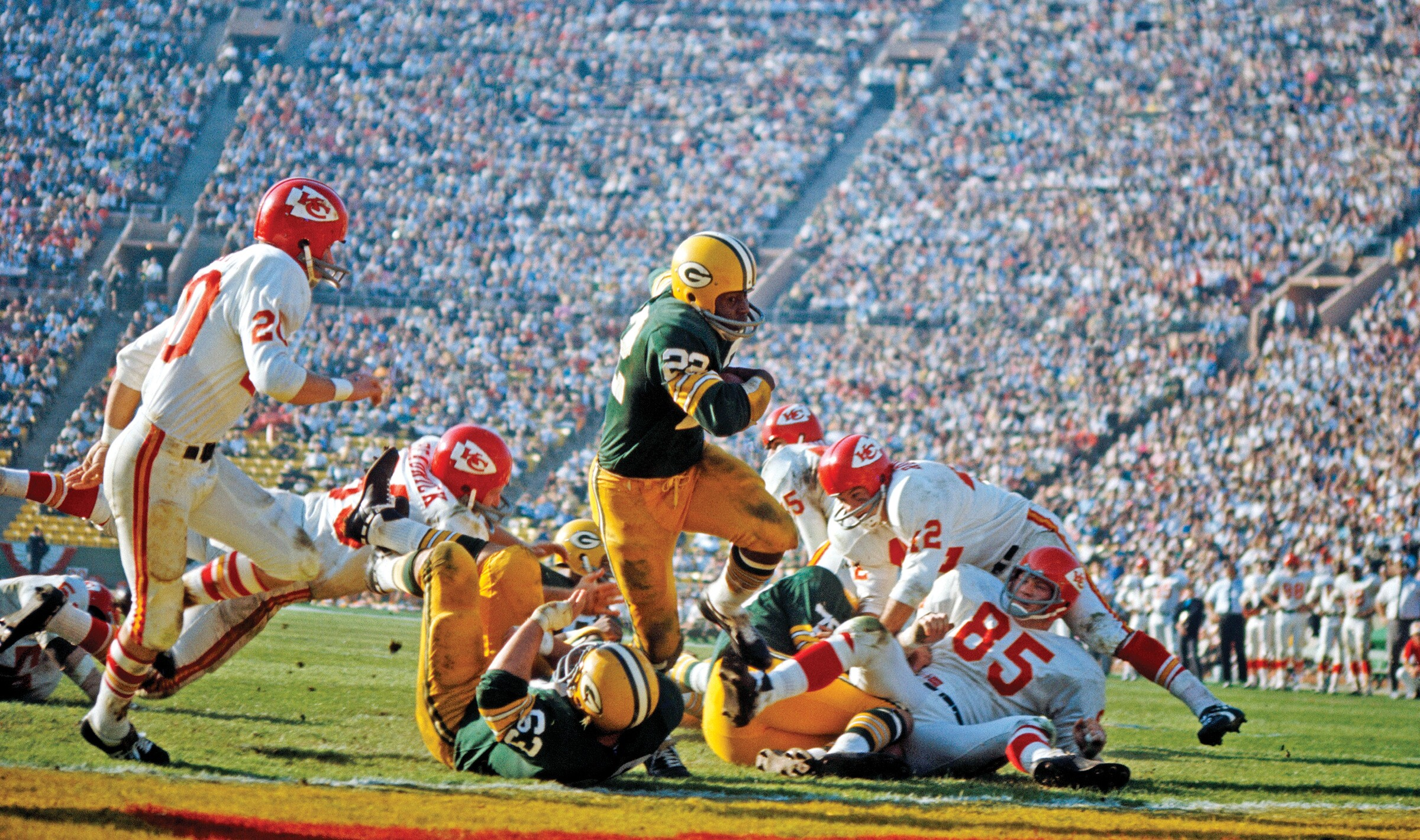 3a762159 Super Bowl I: The Green Back Packers and Kansas City Chiefs at L.A.'s