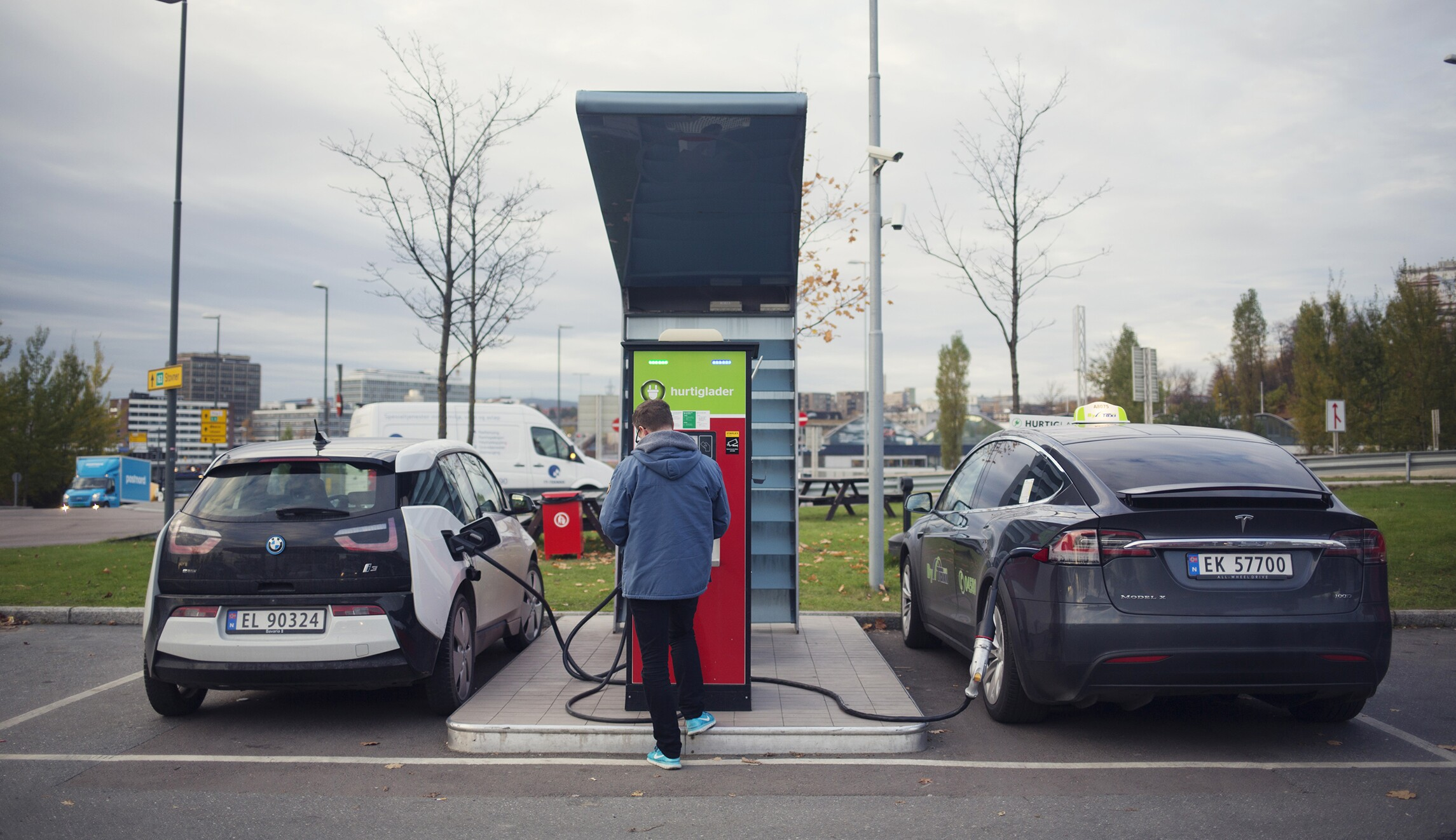 Record-high 3 million electric cars on the road worldwide in 2017 ...