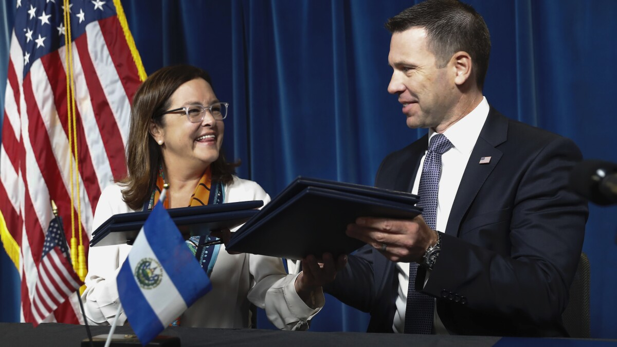 US deal with El Salvador attempts to give Salvadorans a reason to stay<br>