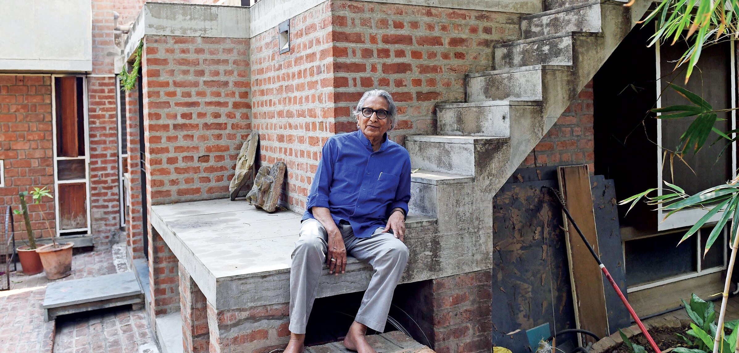 Doshi photographed in March 2018 at Kamala House (built 1963, extended 1986), his home in Ahmedabad, named after his wife.