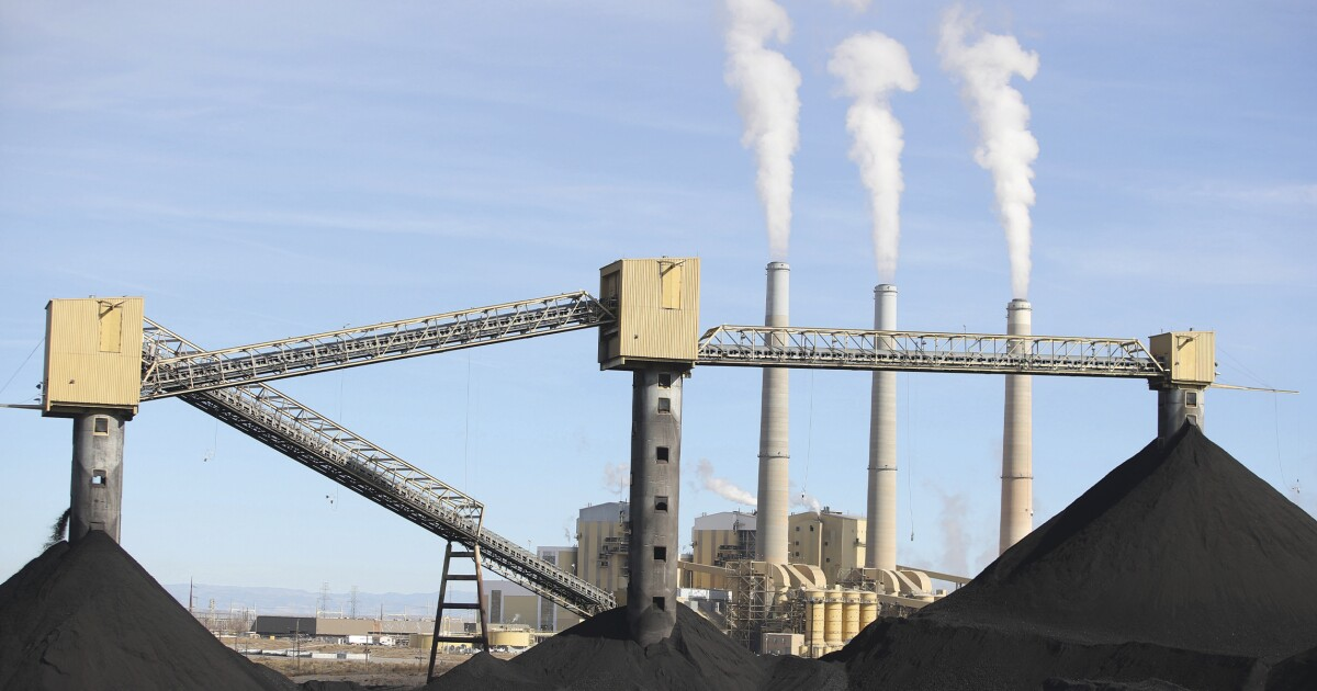 To reach clean energy goals, Democrats offer to help utilities retire coal plants faster