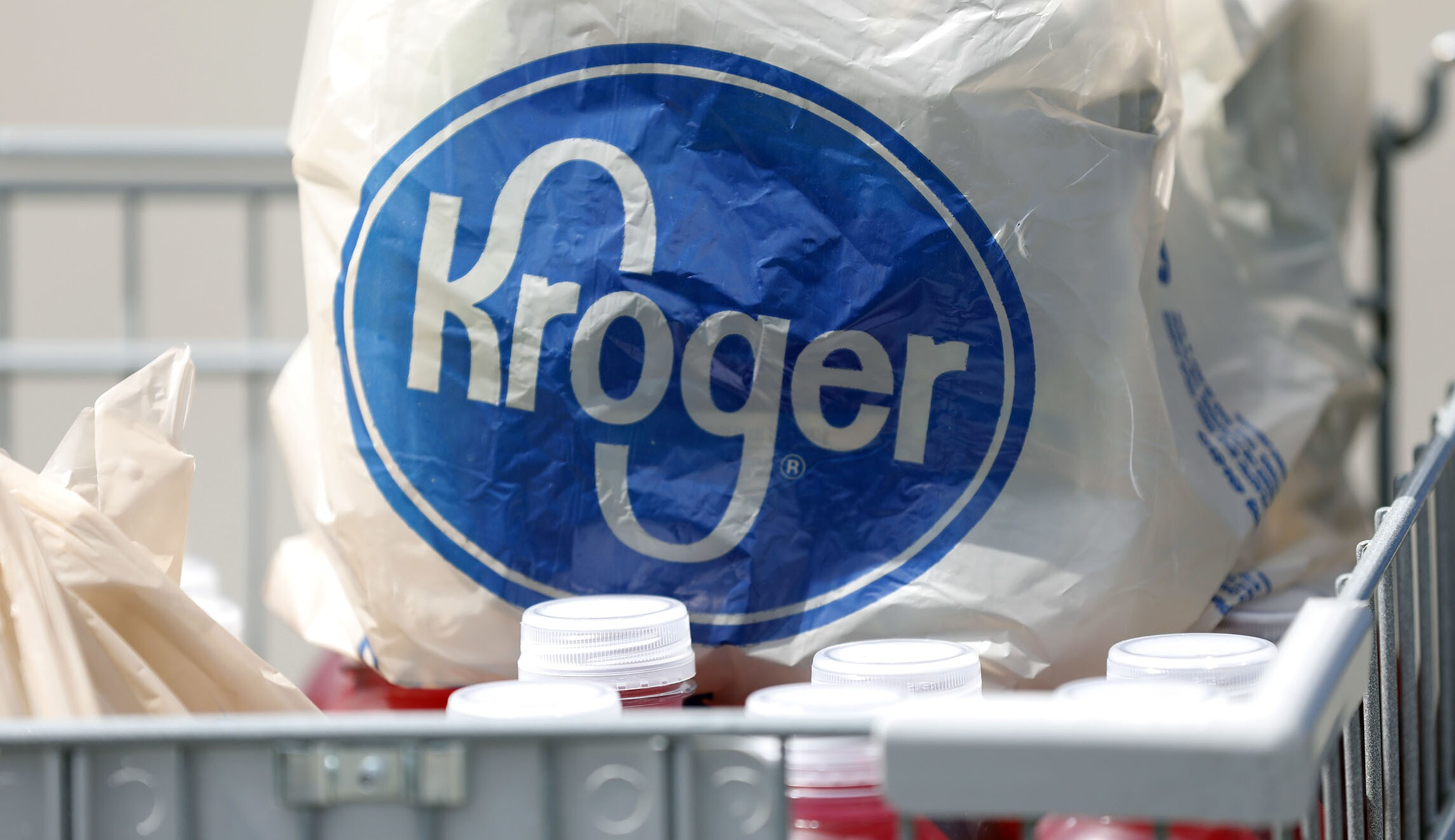 No, Kroger grocery stores do not sell guns