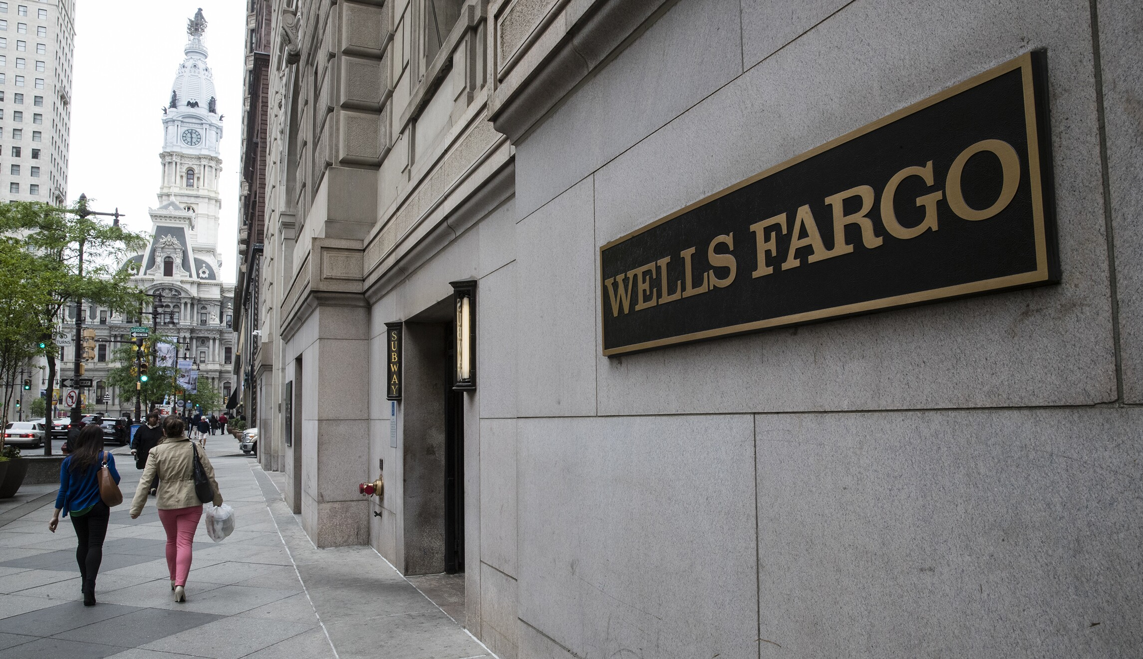 Democrats call for hearings on Wells Fargo fake accounts, auto ...