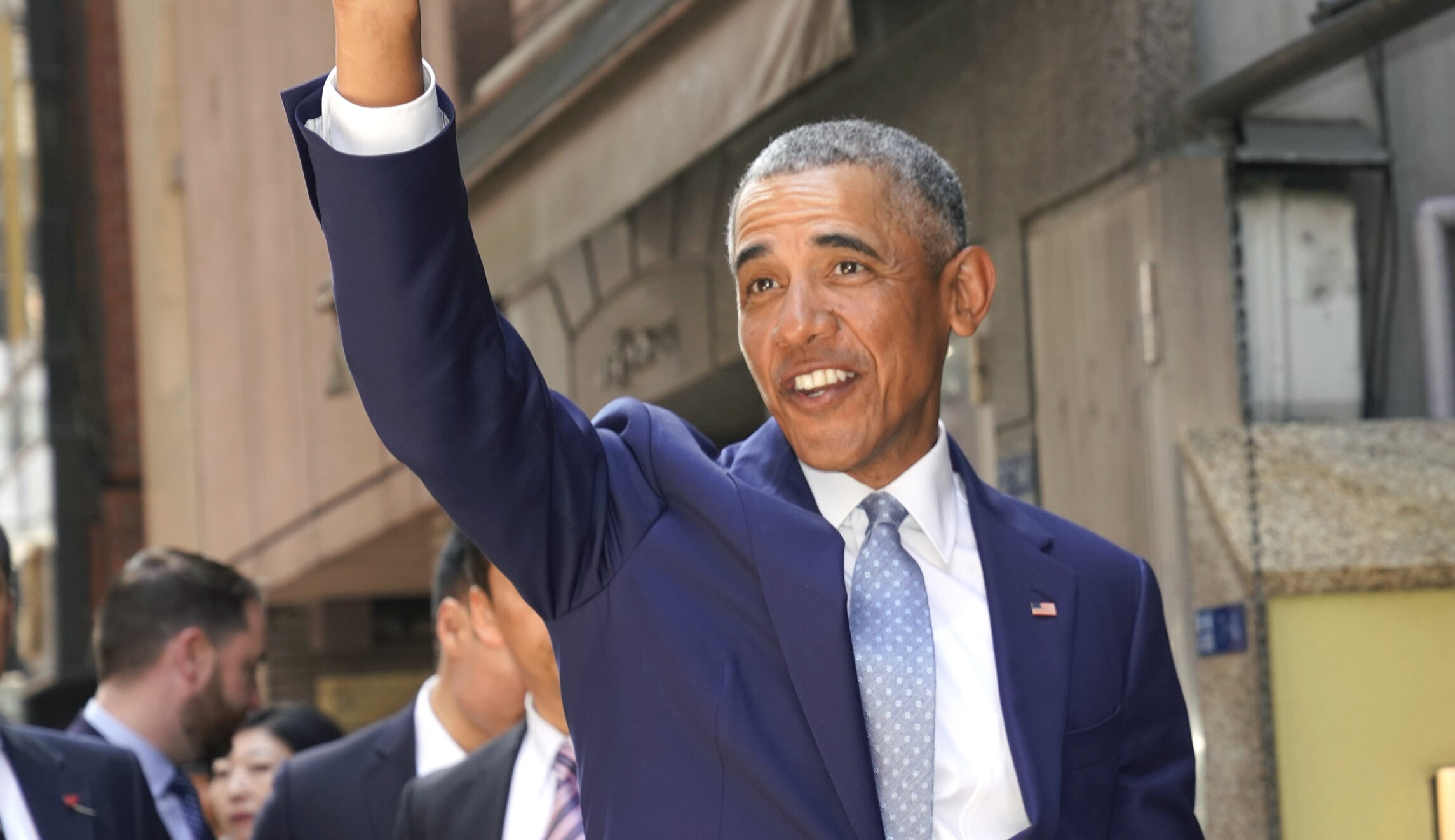 Obama visits Kenya for first time since leaving office (washingtonexaminer.com)