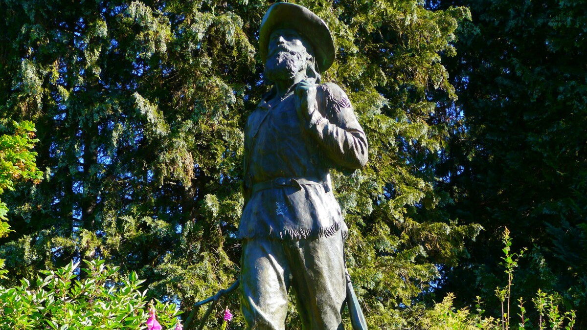 Students want generic pioneer statue removed because it offends Native Americans