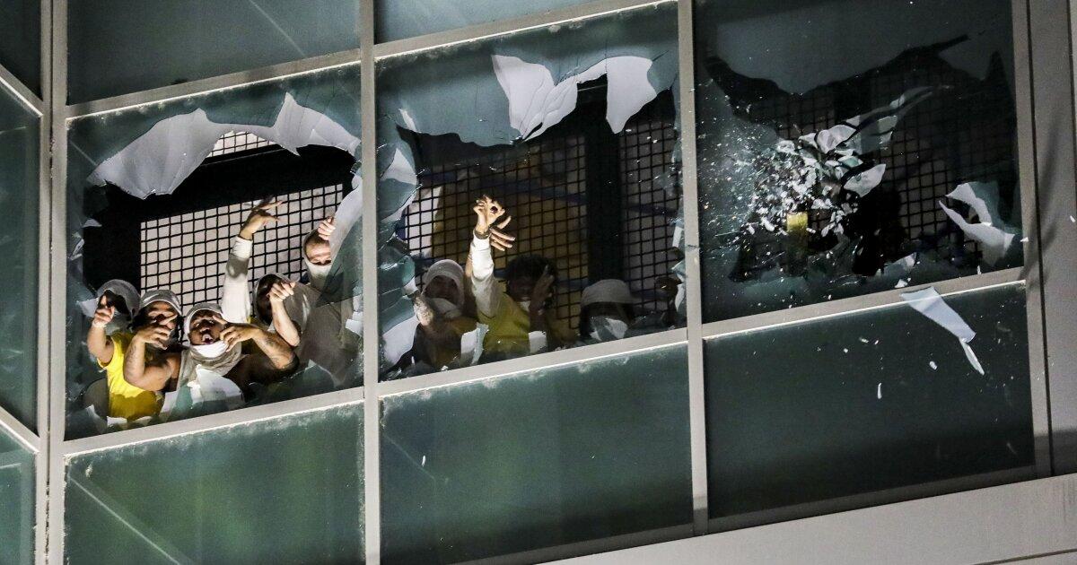 St. Louis inmates break windows and set fires at jail in weekend uprising