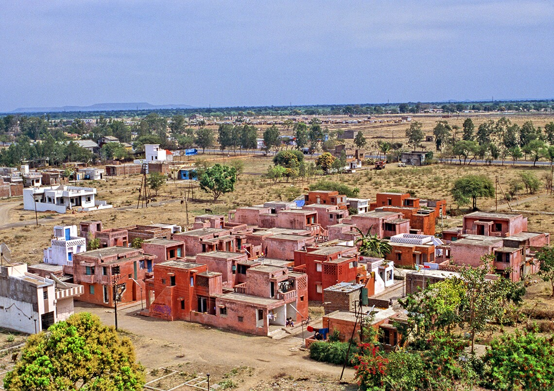 A section of Aranya Low-Cost Housing, a community designed by Doshi in Indore and built in 1989. The full complex houses more than 80,000 people in some 6,500 residences.