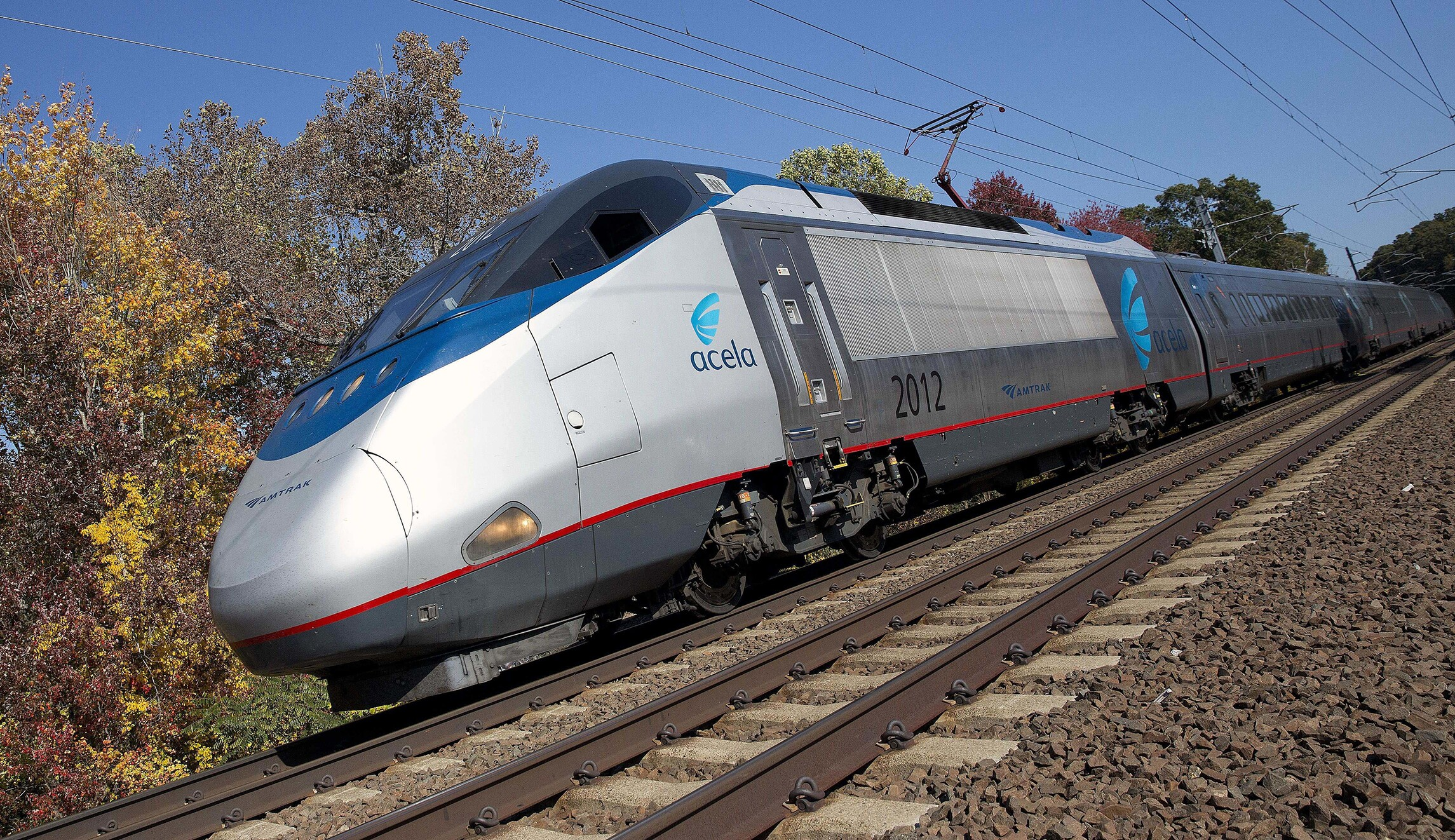 amtrak train from dc to nyc separates while traveling at 125 mph