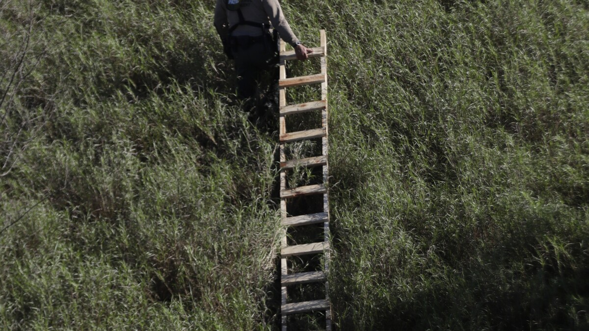 New GoFundMe effort wants to buy ladders for migrants to climb over crowdfunded border wall