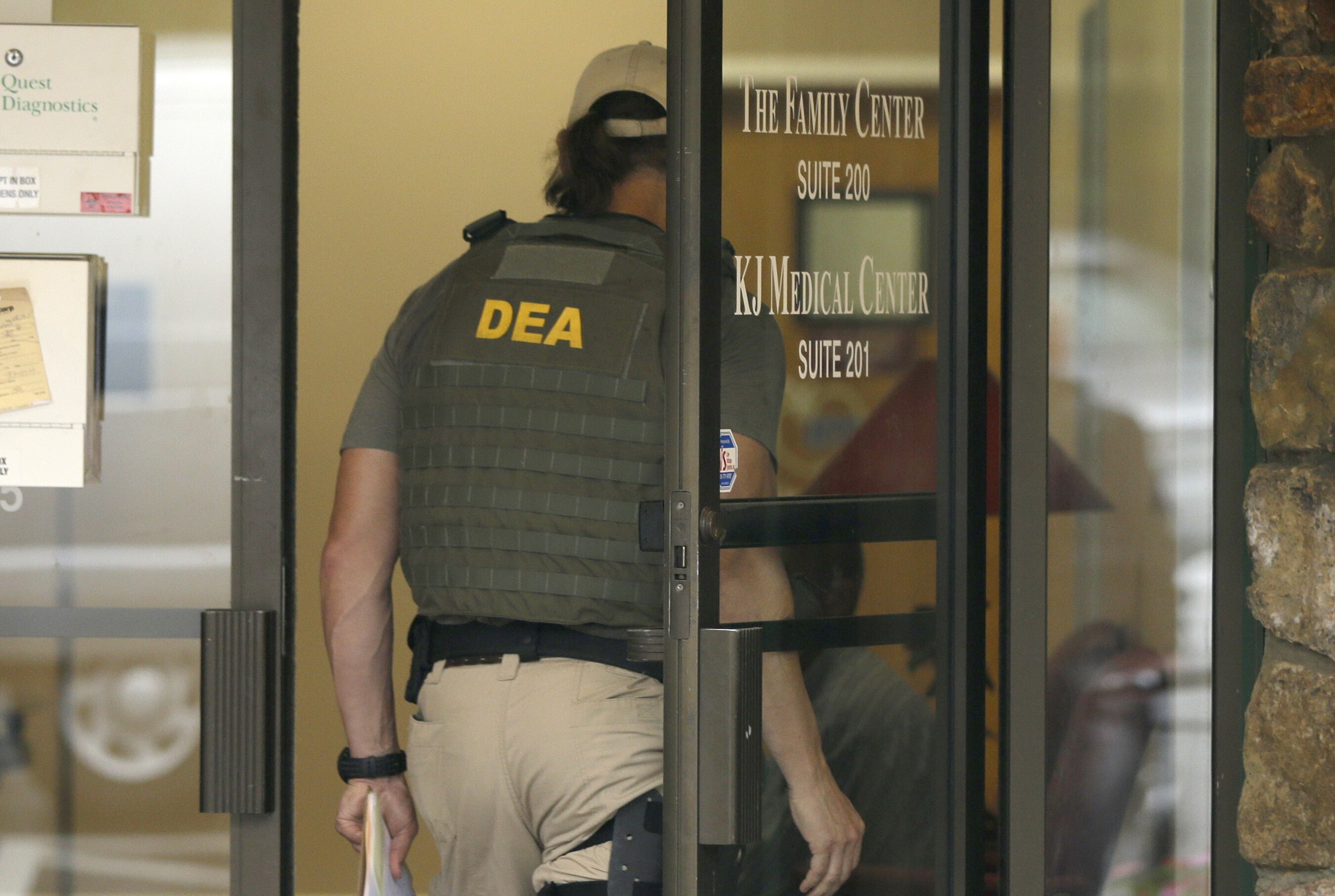 DEA agent strips naked, defecates in front of another agent\'s hotel ...