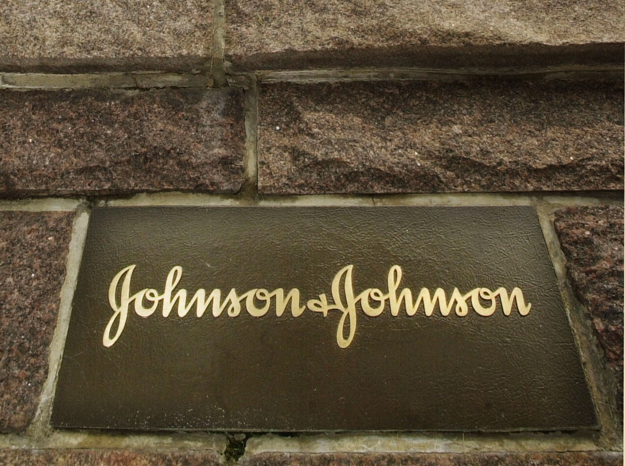 J&J to pay $2 5B to settle hip replacement suits