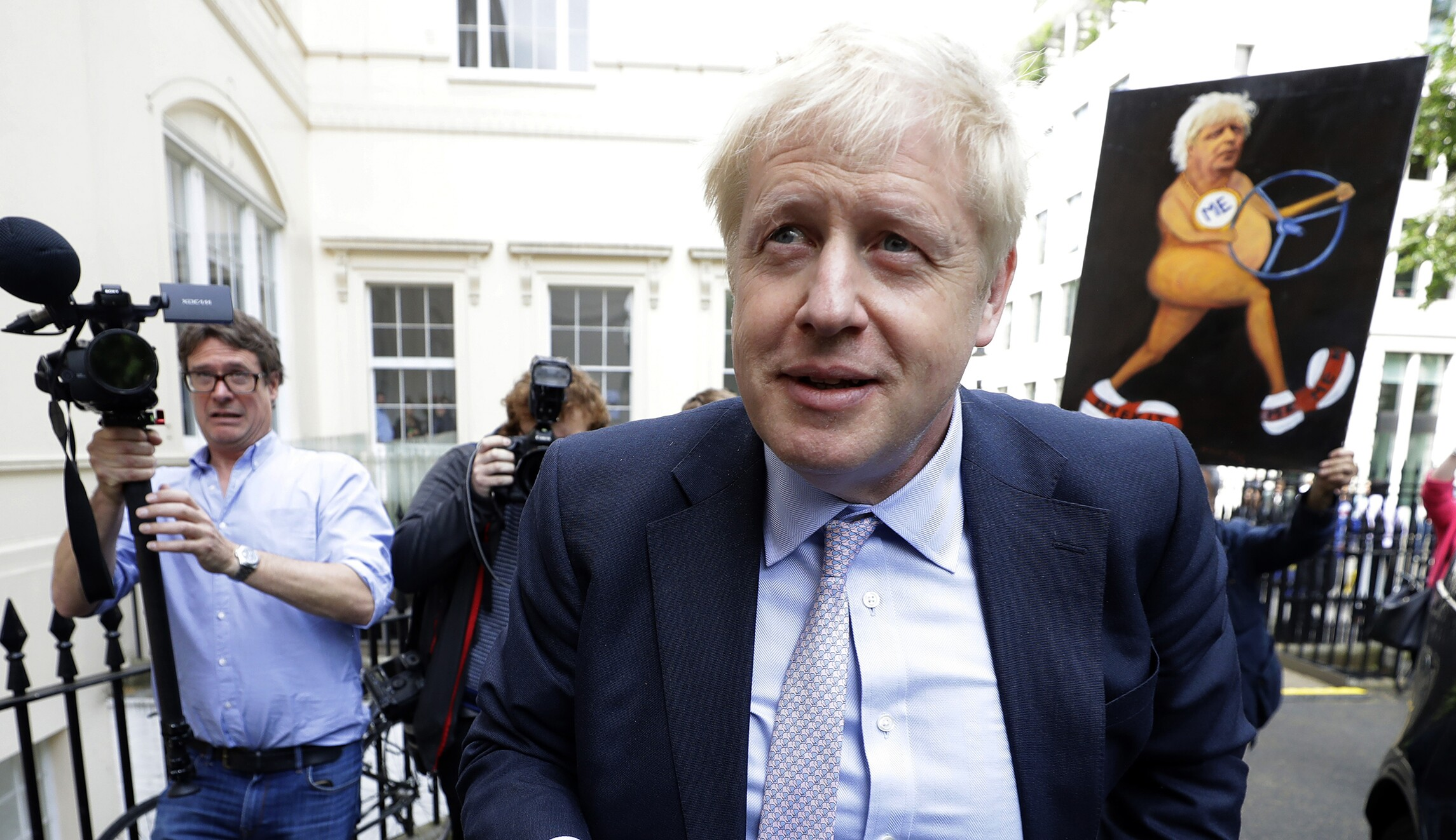 Boris Johnson sides with Huawei, locking the UK out of our fight against China