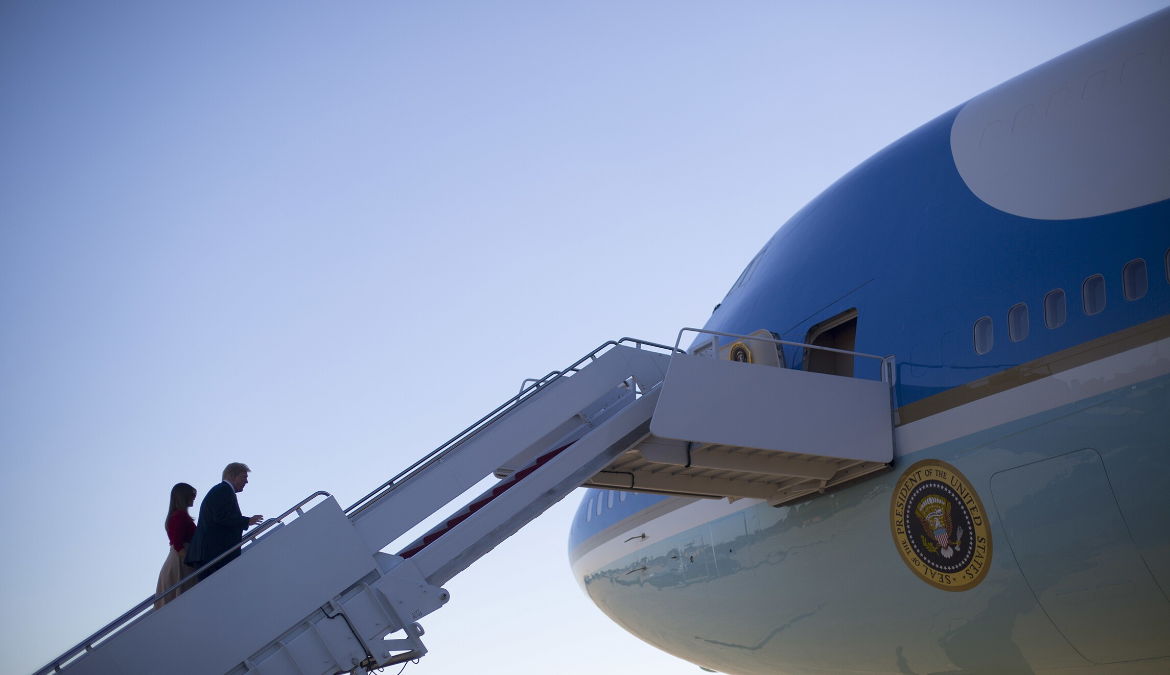 b5896d012 Trump: New, 'top of the line' Air Force One will be red, white, and blue