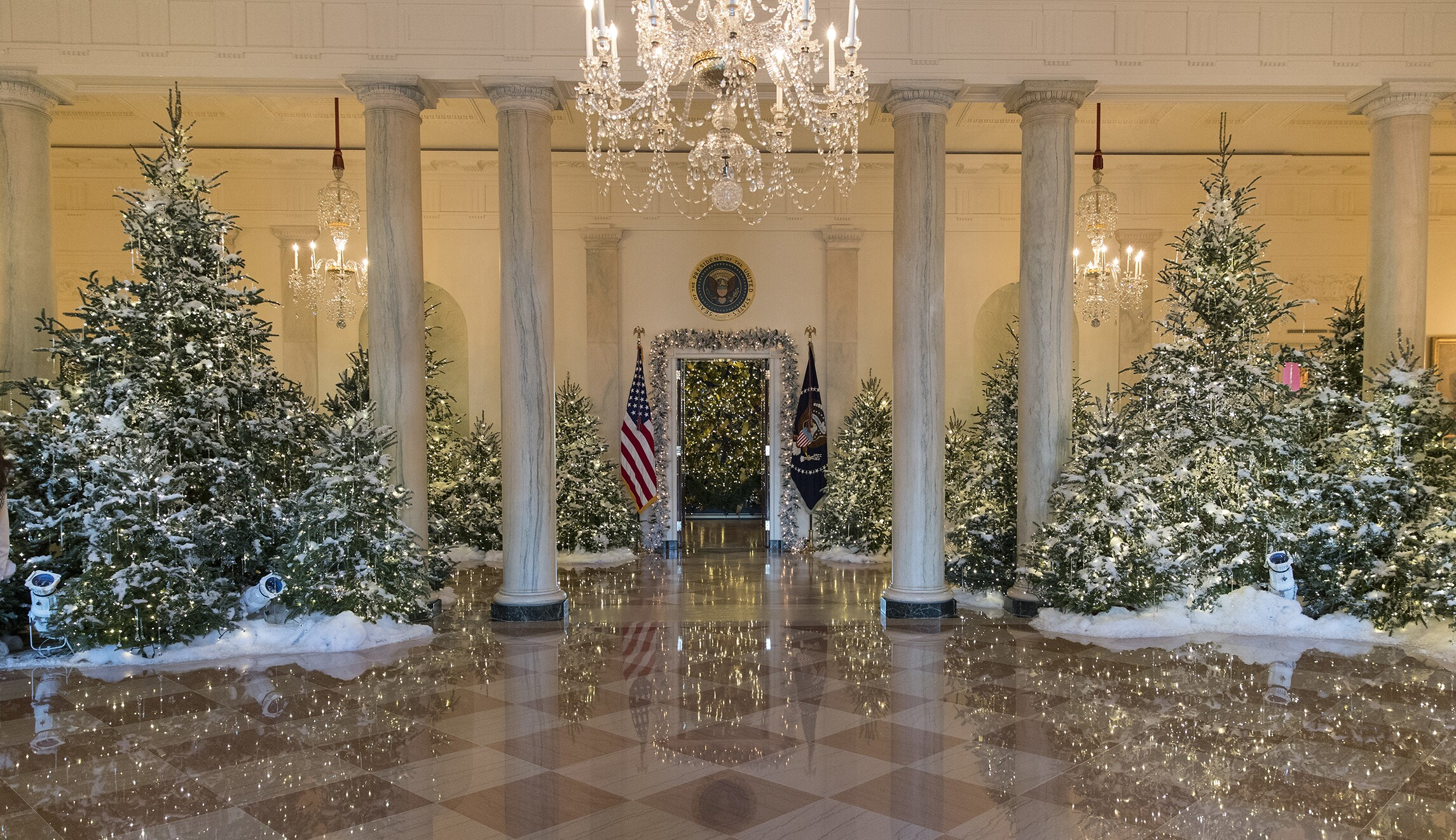 Whitehouse Christmas Decorations.Melania Trump S First White House Holiday Decorations Unveiled