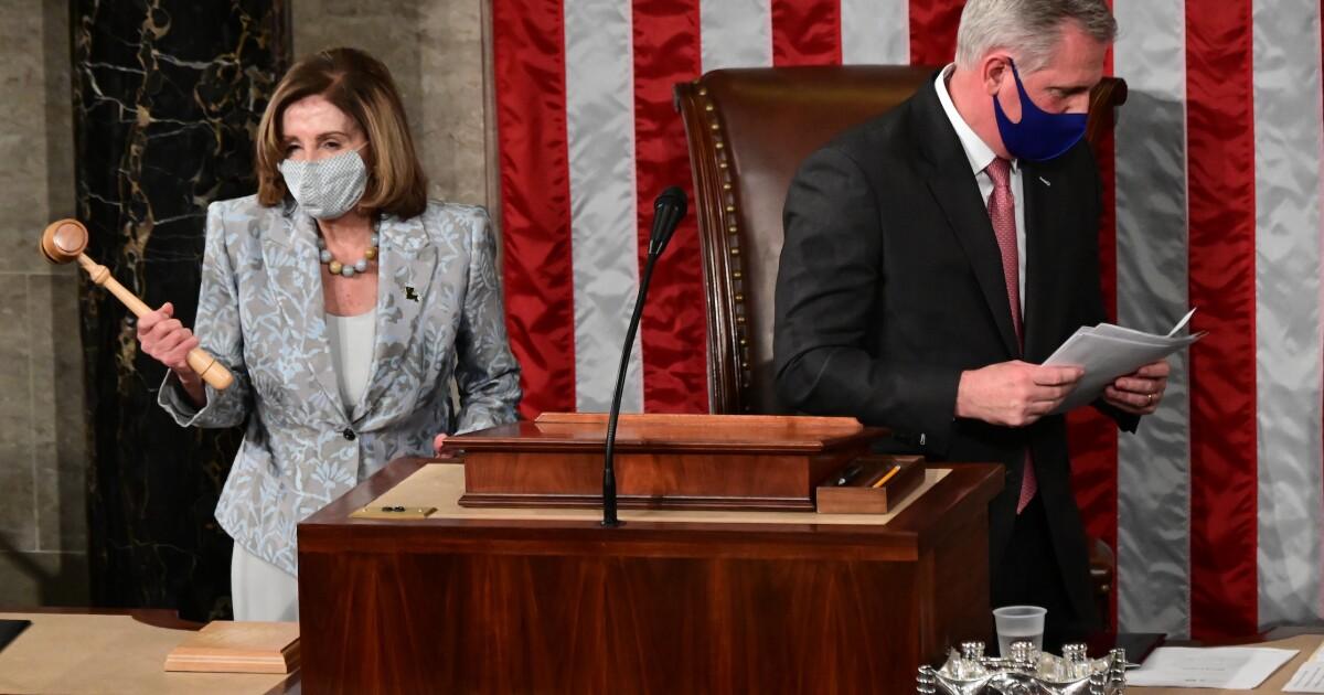 McCarthy rebukes Democrats before handing gavel to Pelosi
