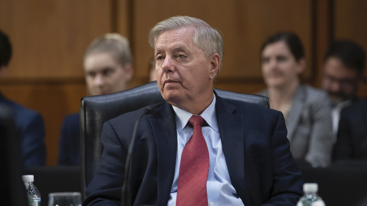 Lindsey Graham calls for 'relevant' impeachment witnesses following Bolton book revelations