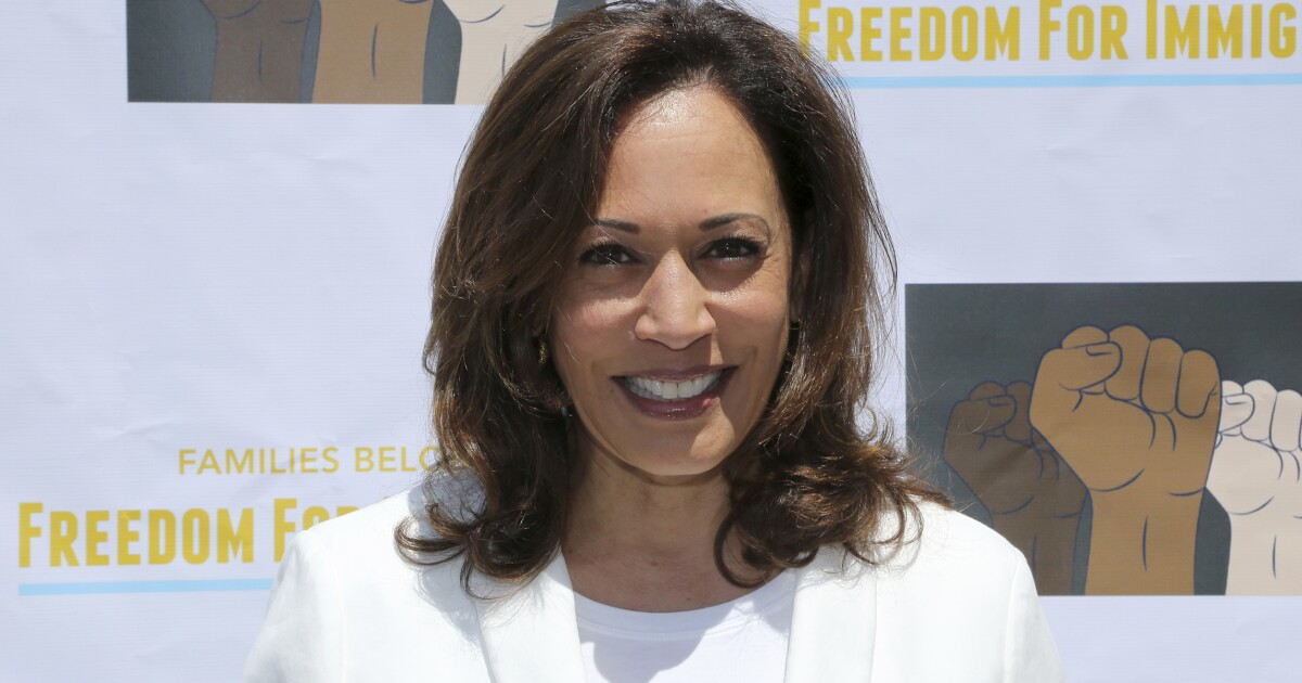 Reporters chided for offering Kamala Harris fashion advice during campaign stop