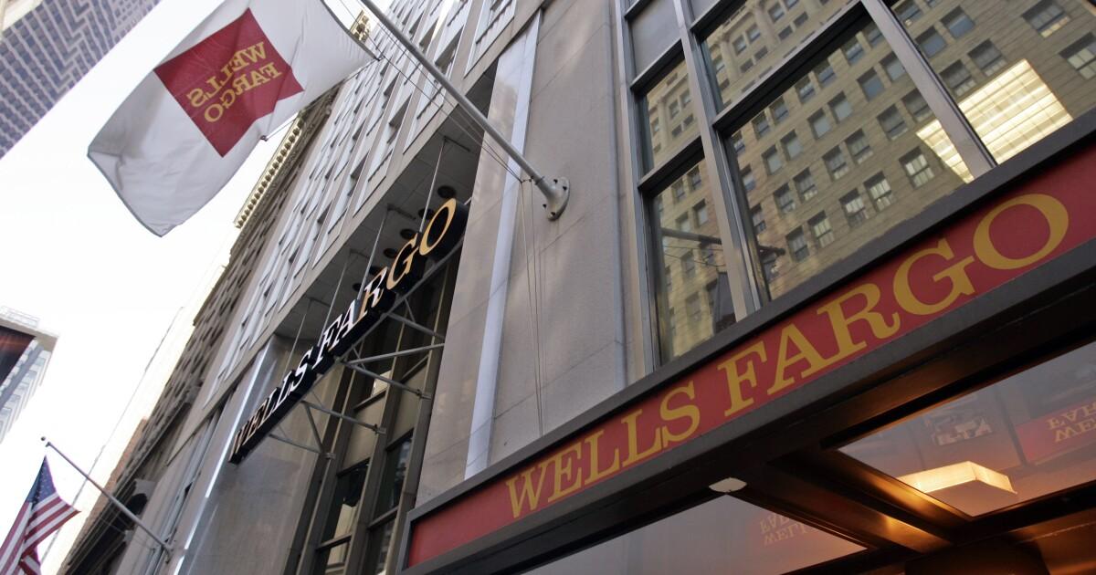 Wells Fargo investors shrug off foreclosure errors, growing