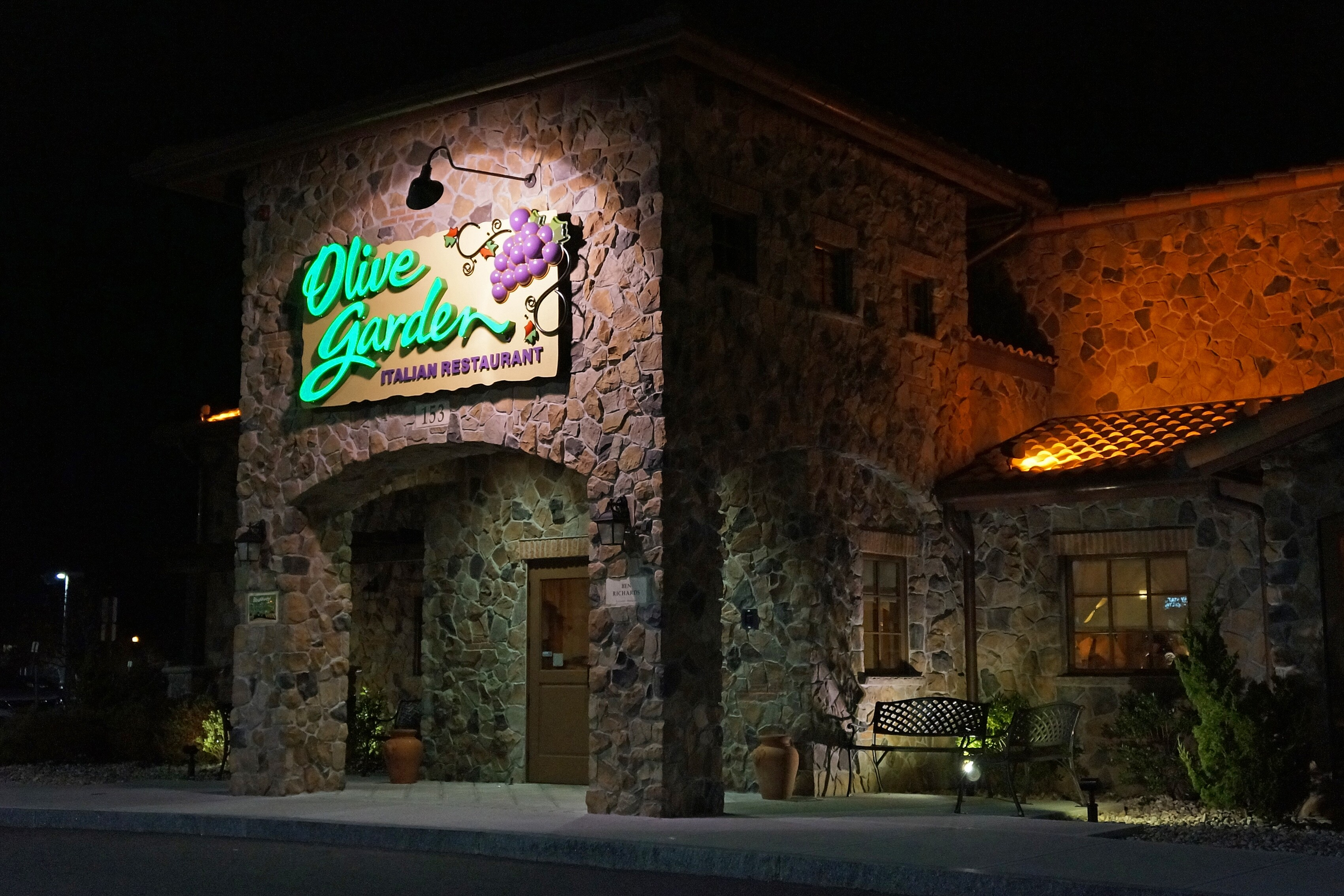 olive garden cheap in more ways than one - Olive Garden On Poplar