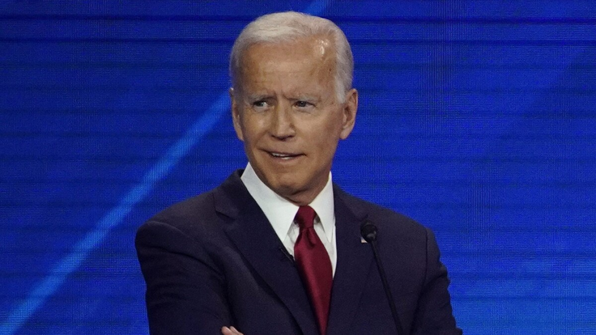 Booker mocks Biden: 'I don't remember the last time I saw a record player in my community'