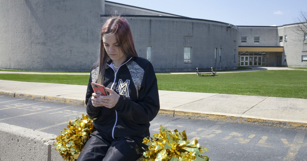 Supreme Court considers free speech implications in high school cheerleader's First Amendment case