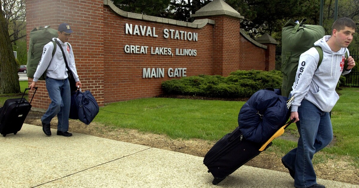 7fa35e57d51c Recruit collapses, dies at Navy boot camp in second incident