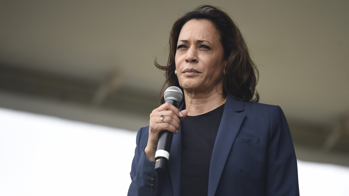 'She's trying to figure out a way to stay alive': Kamala Harris clings to Obama's legacy in Iowa