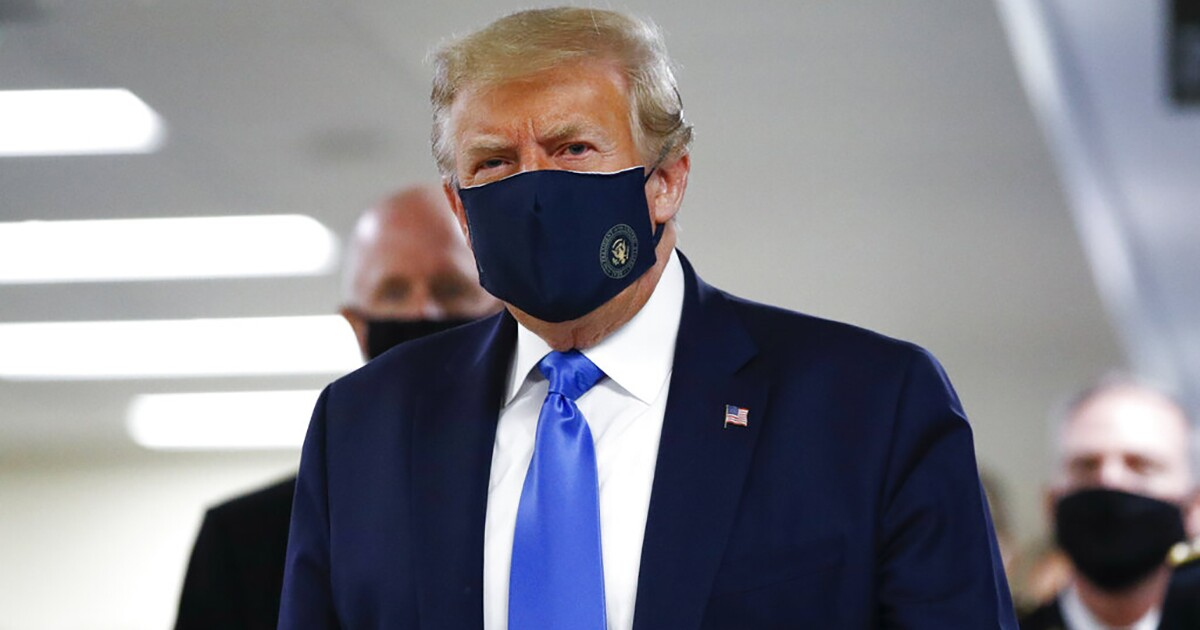 Trump wears a mask in public for first time