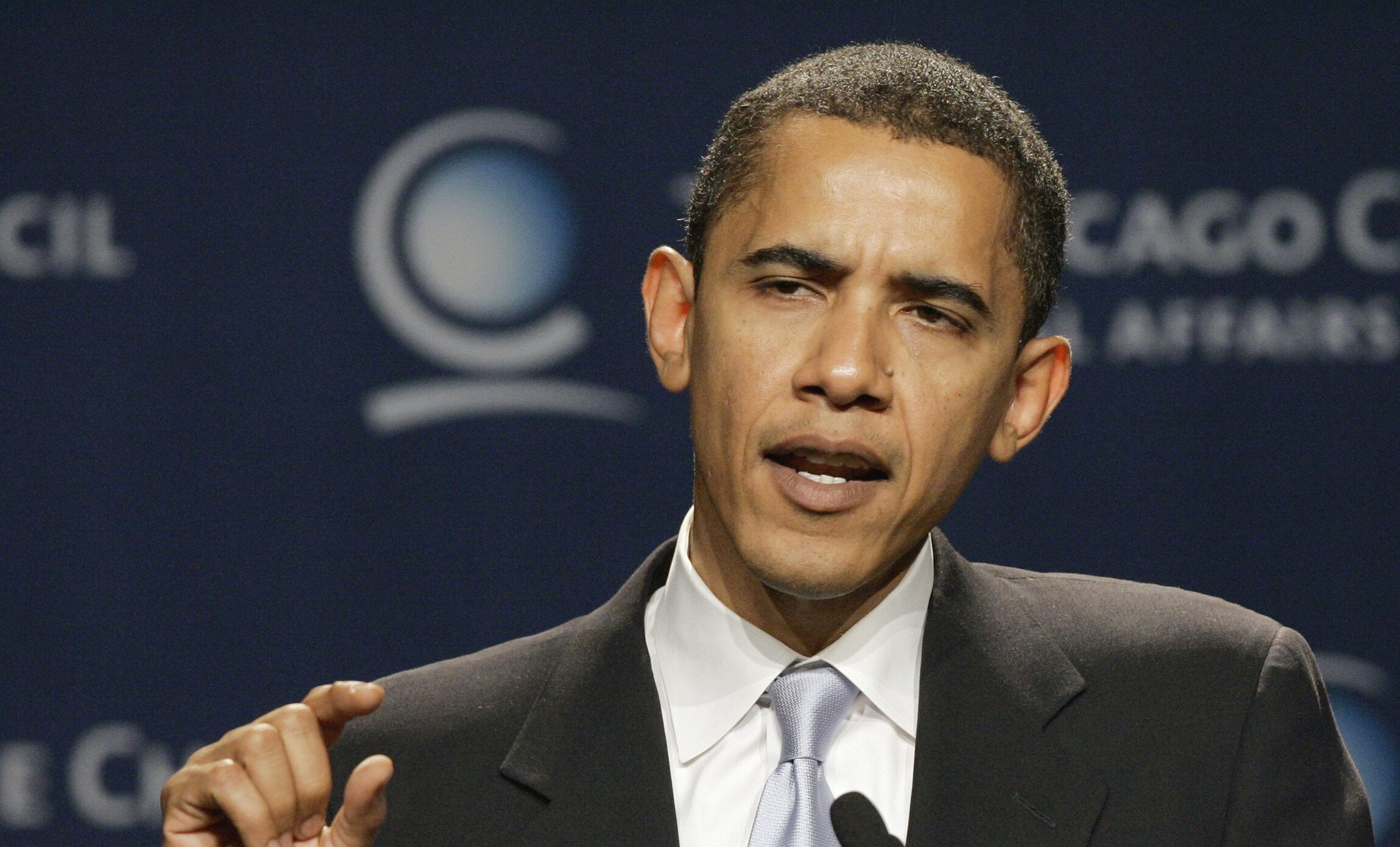 Obama\'s past comes back to haunt him on debt