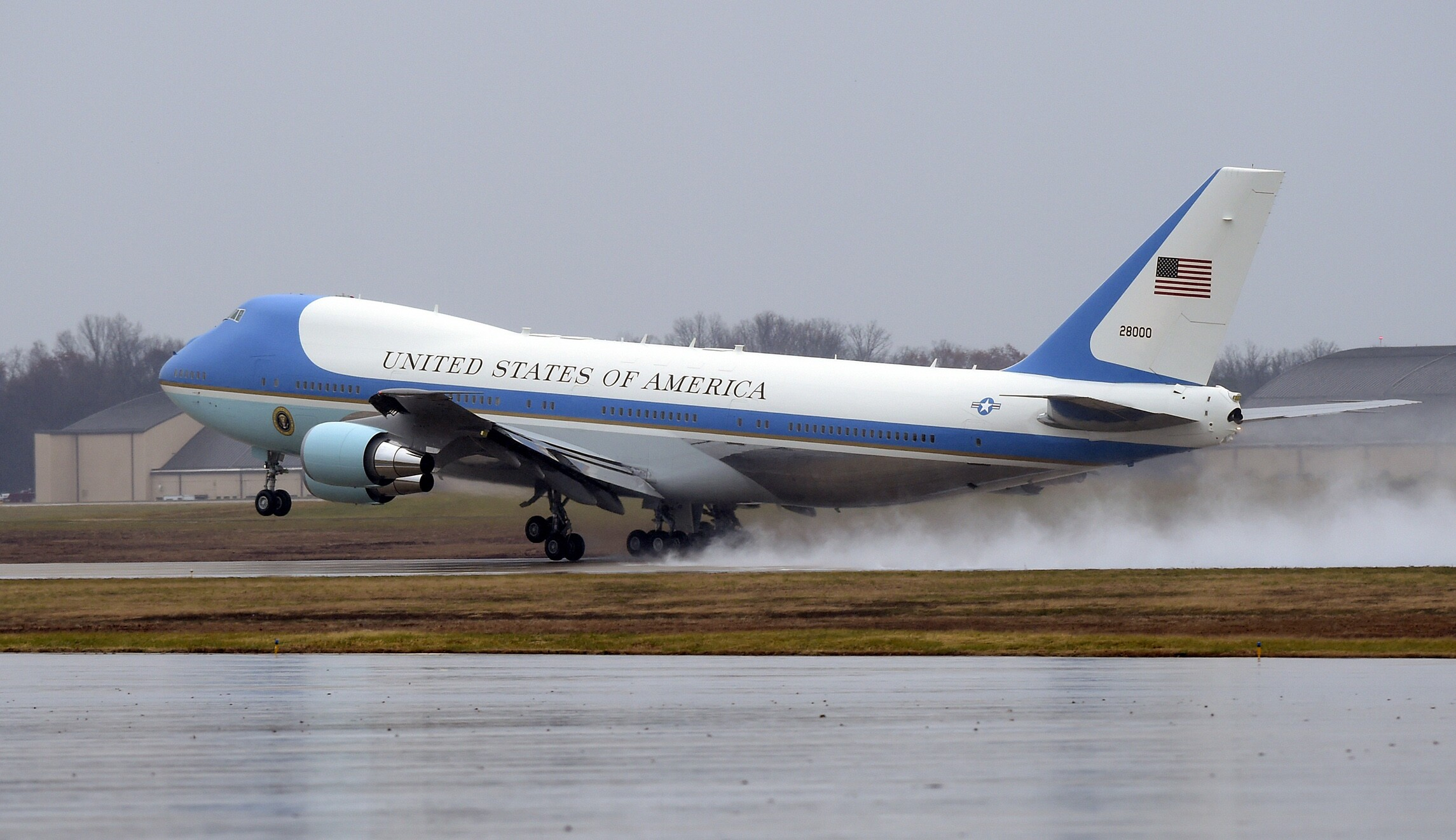 plus récent bc432 aecce Custom upgrades add $600 million to Air Force One sticker price