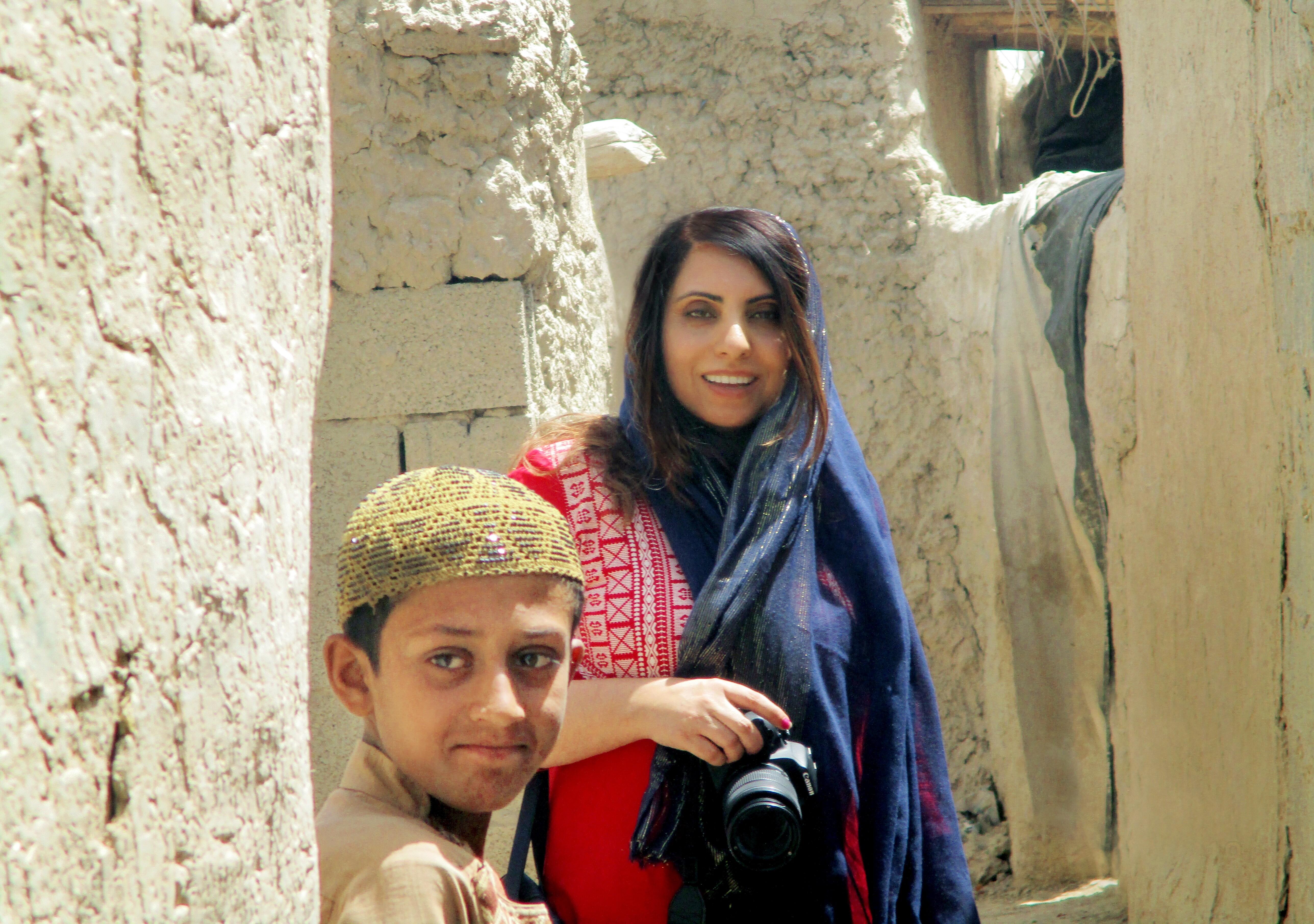Aria Raofi and student