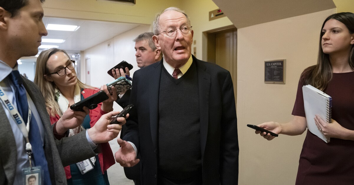 Lamar Alexander calls for doubling research funding as alternative to the Green New Deal