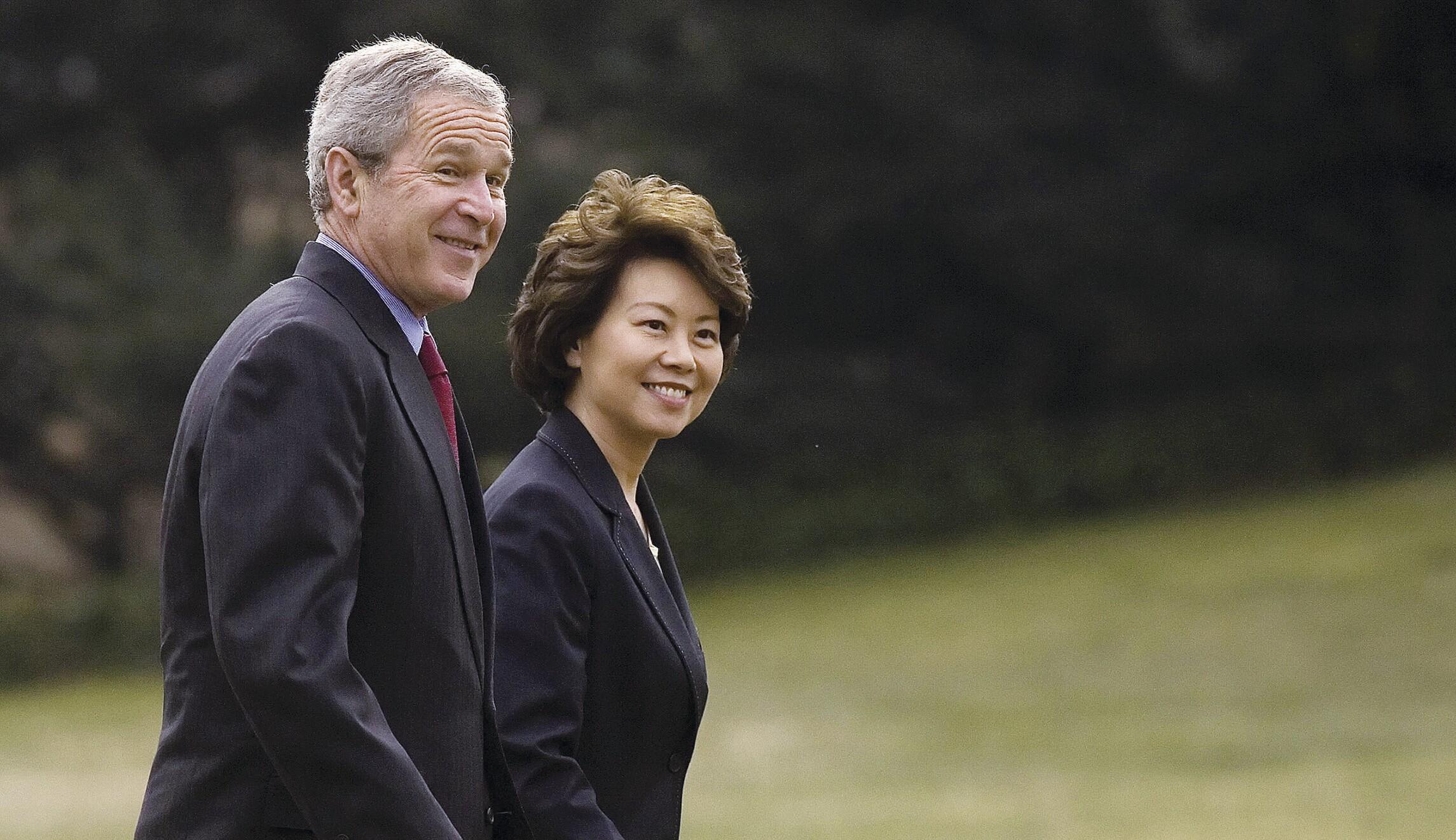 US President George W. Bush (L) walks wi