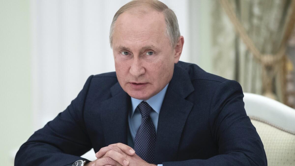 As Russia takes US airfield, Trump serves Putin again