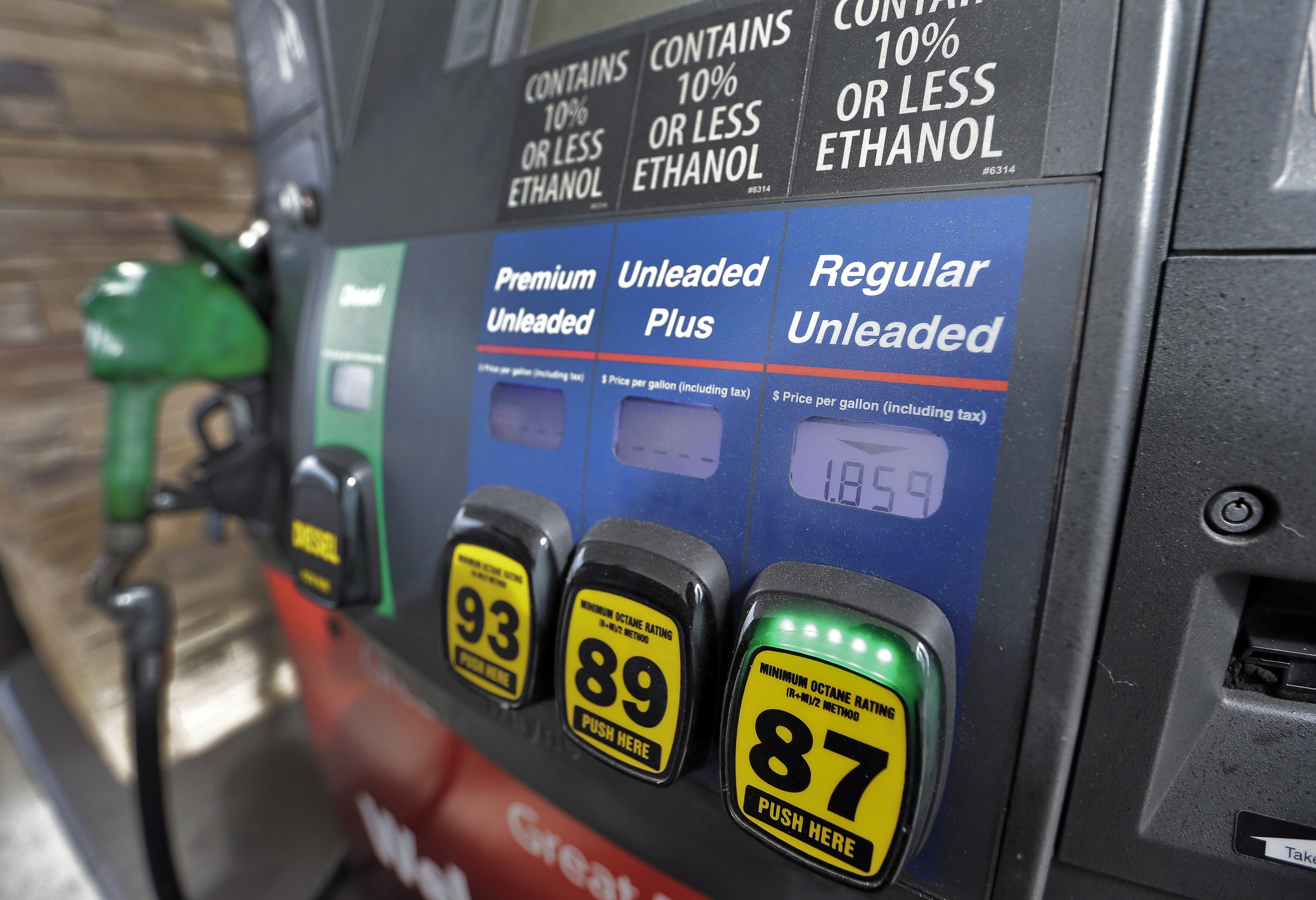 GDP getting 'significant' help from low oil prices, feds say