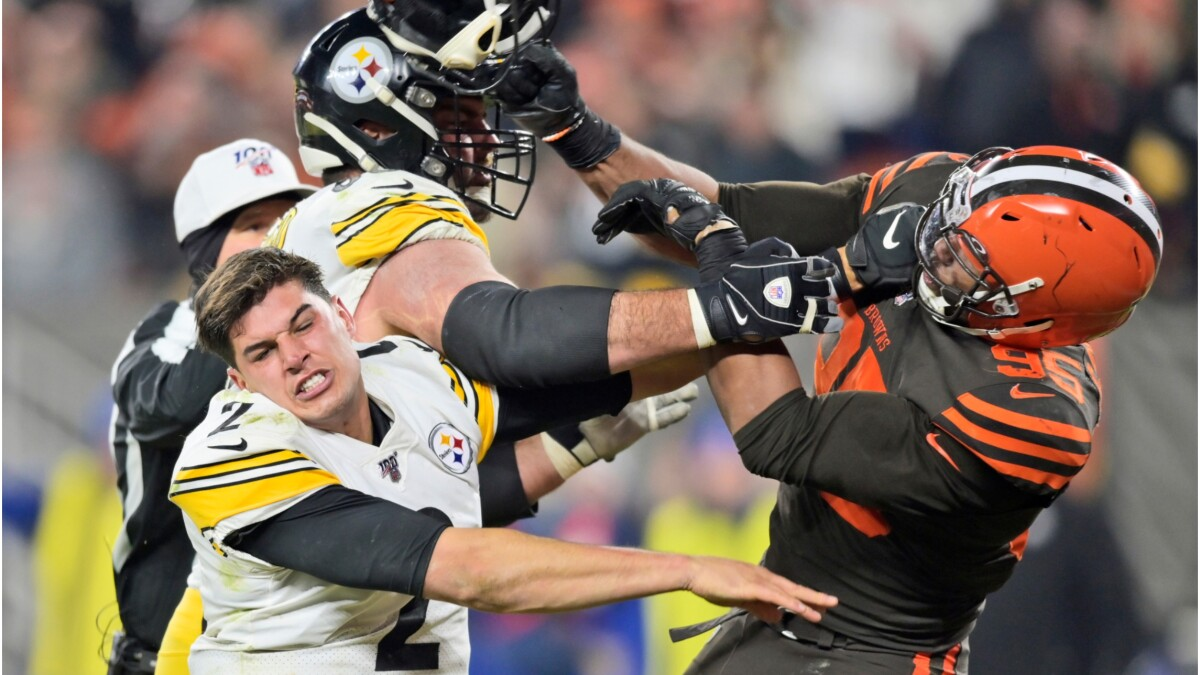 NFL player accuses Steelers quarterback of using racial slur moments before on-field brawl