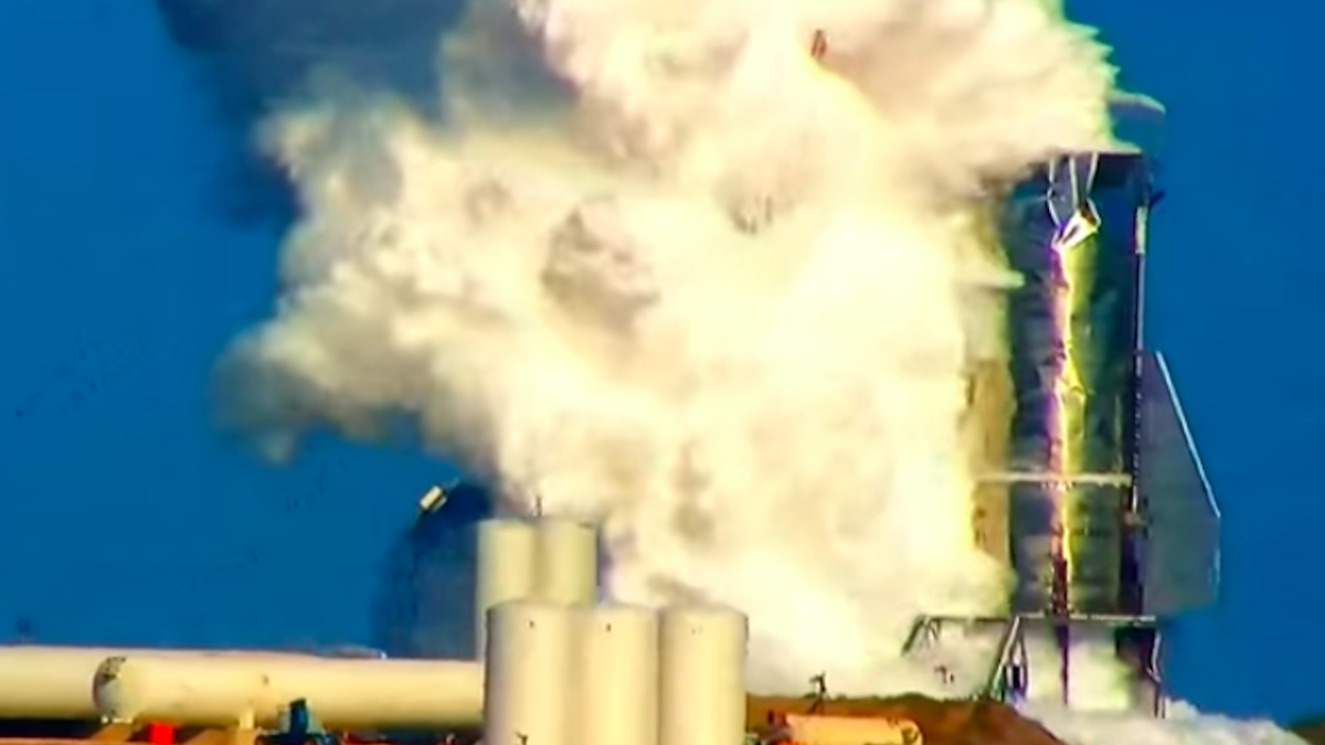 Steam pours from SpaceX Starship after model explodes during pressure testing