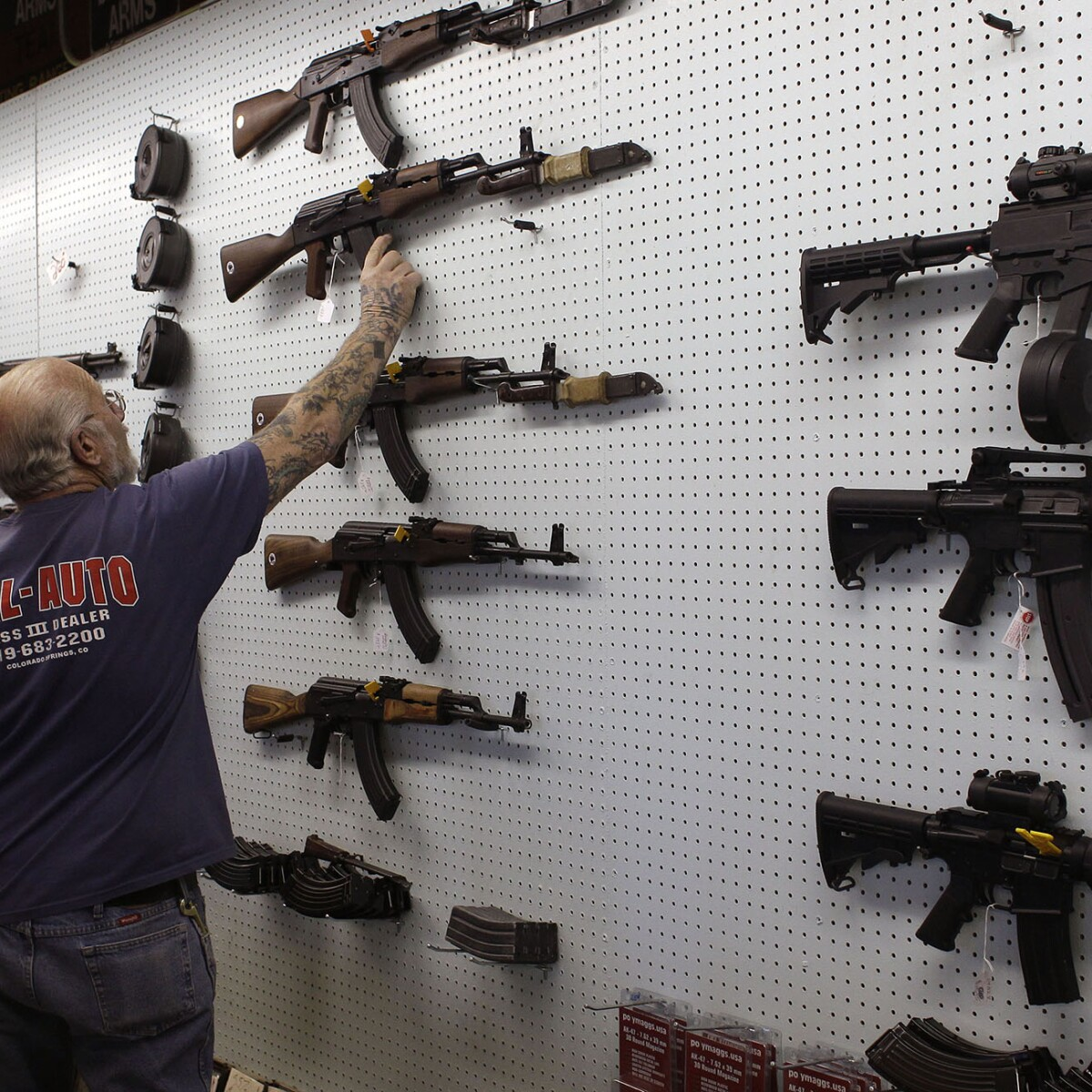an argument supporting the ban on assault weapons Should assault weapons be banned i hate the argument presented by so many pro ban supporters that if assault weapons ban pointless because.