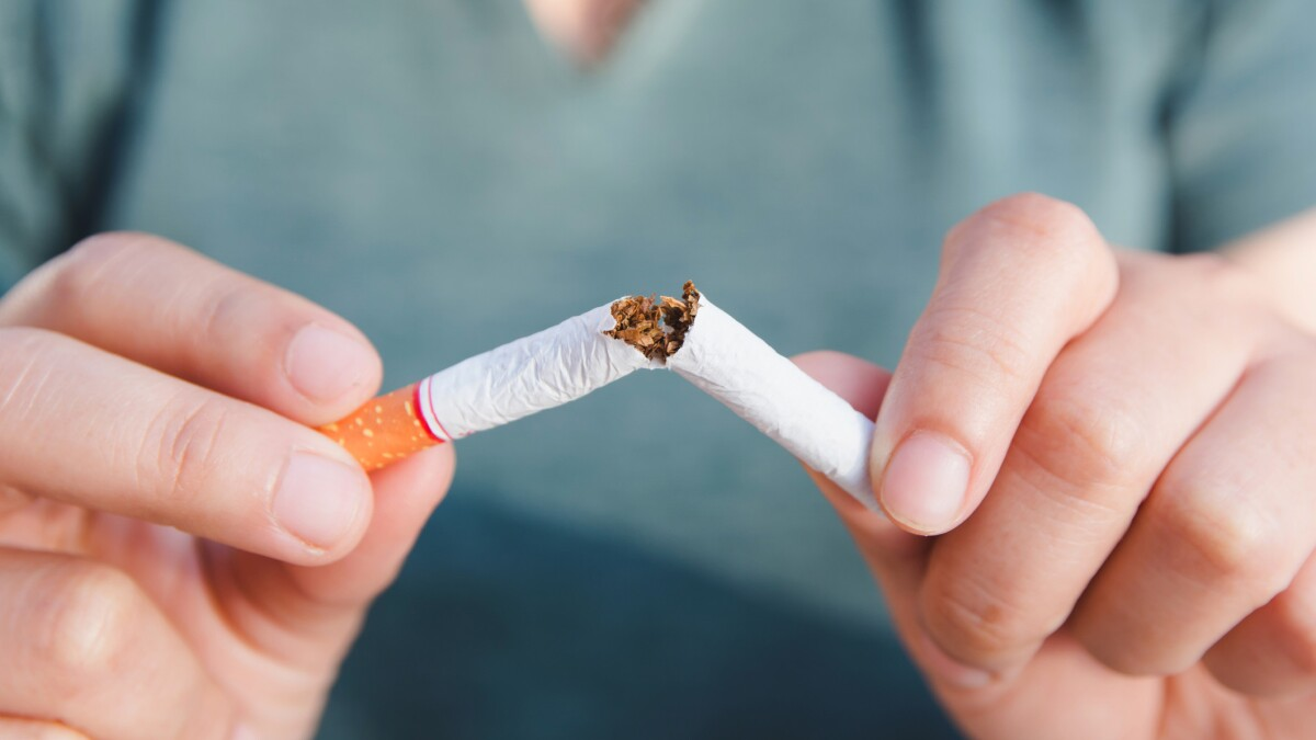 Share of smokers falls to all-time low