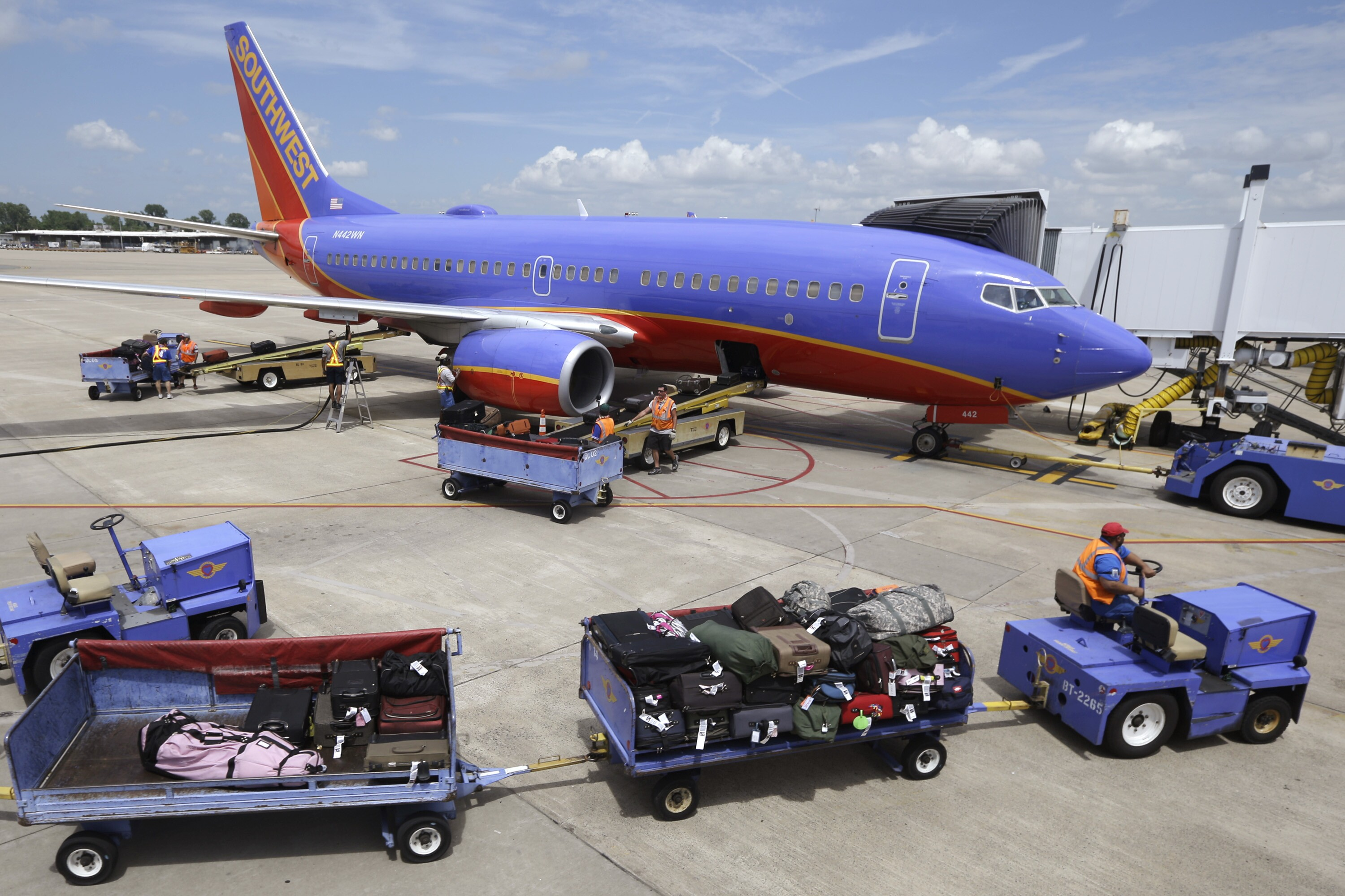 Southwest Airlines predicts slide in bookings after deadly engine ...